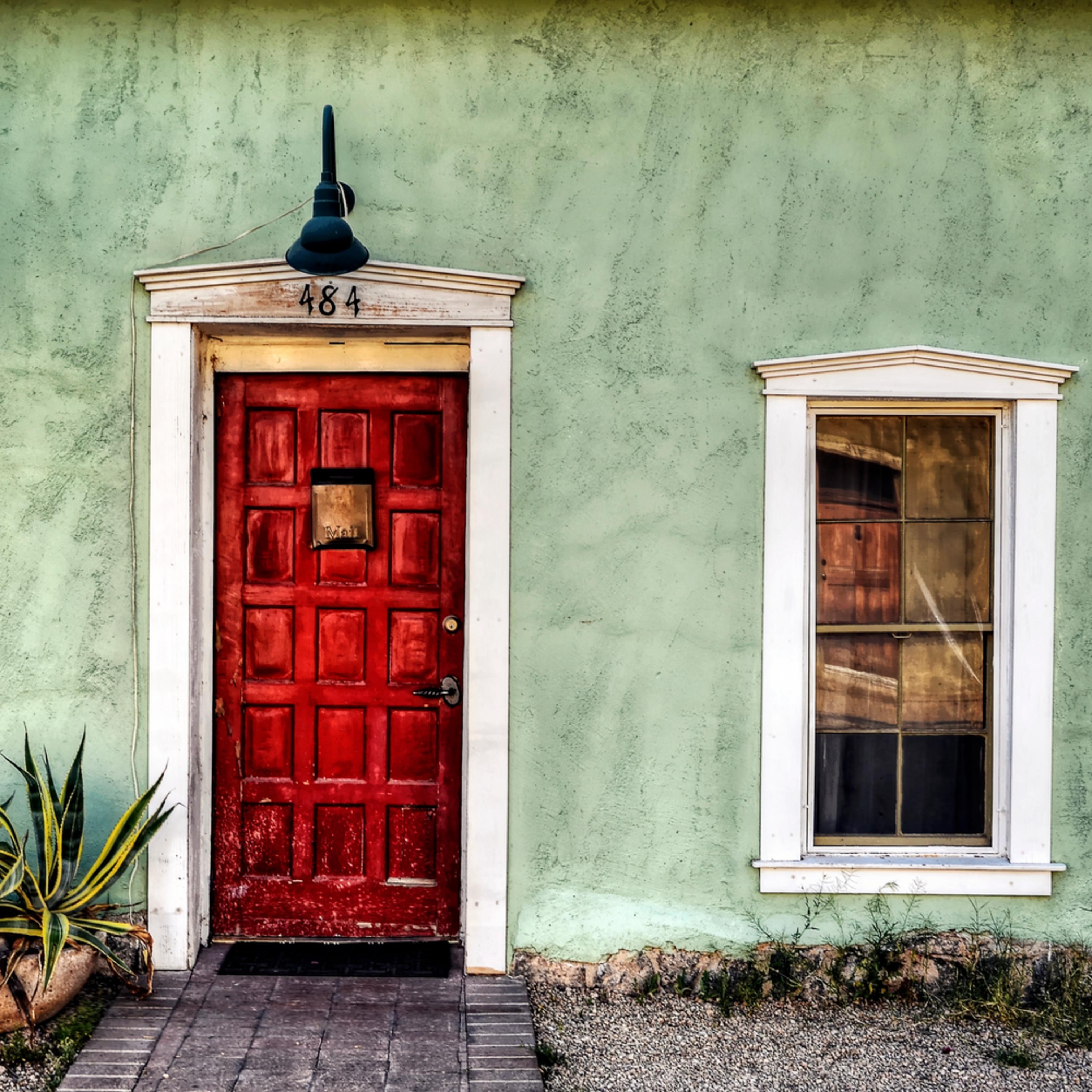 The red door qvyfev