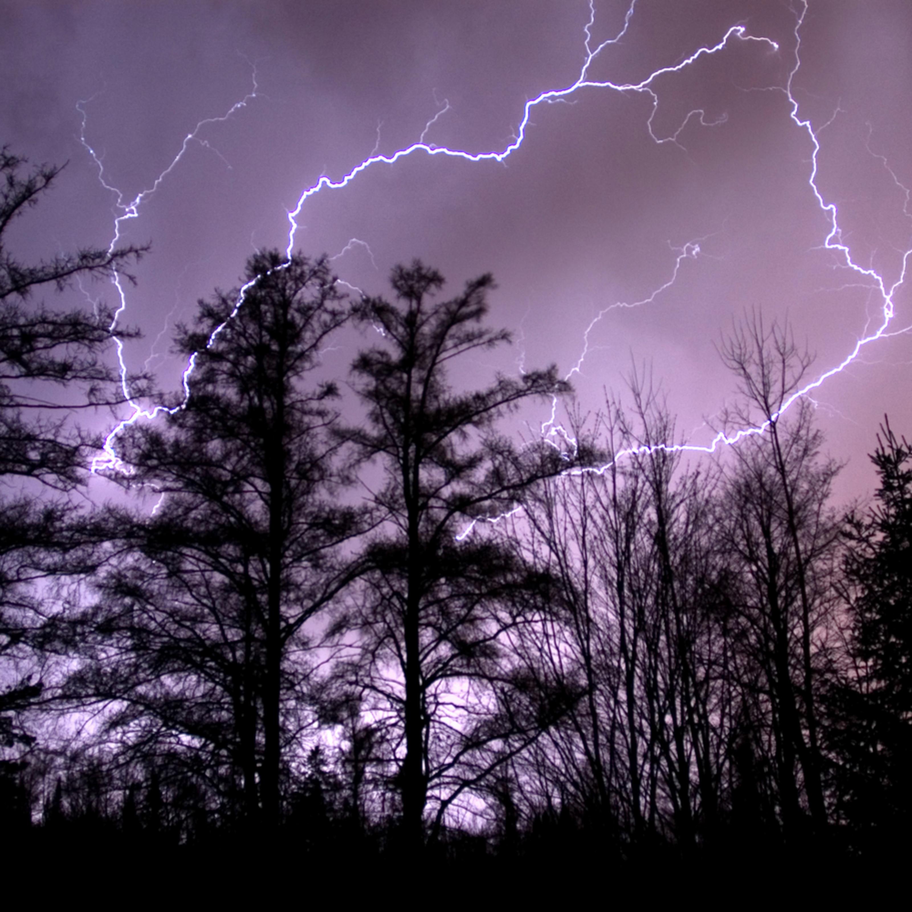 Lightning iwfihg
