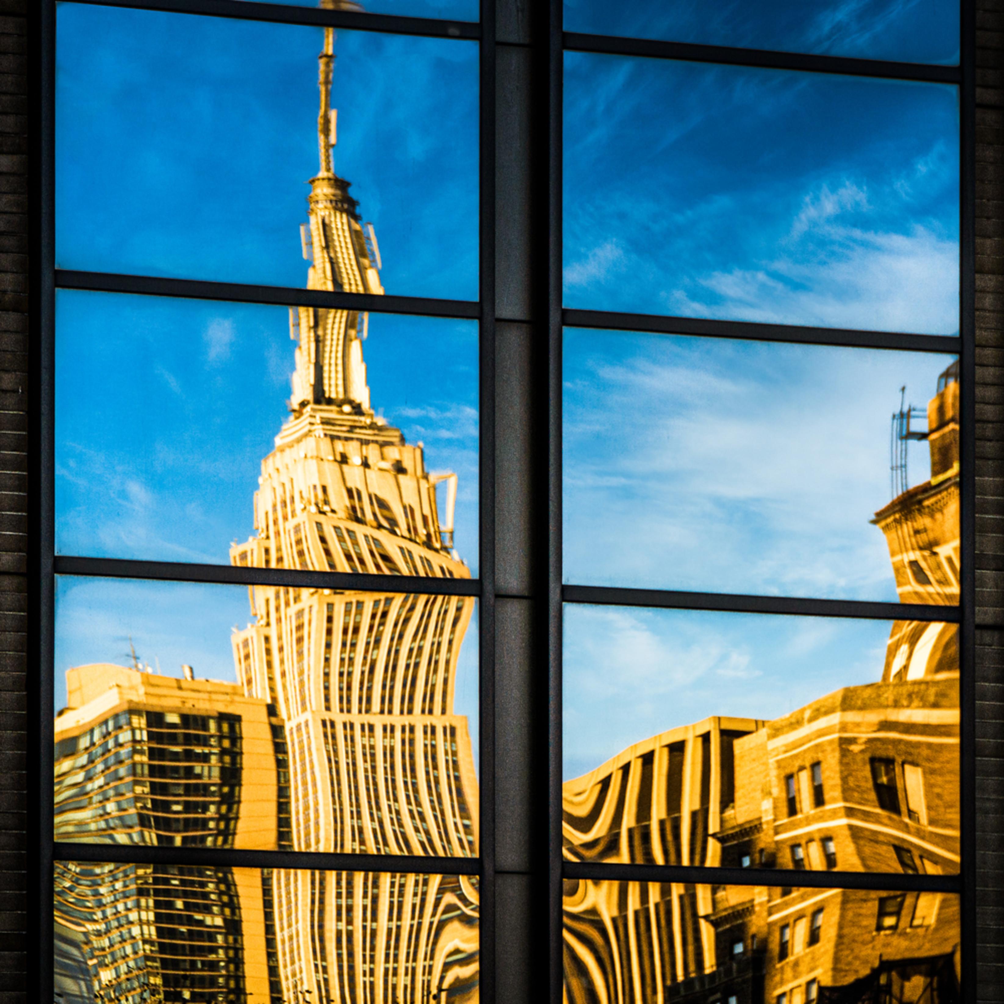 Empire state reflection u1vrlt