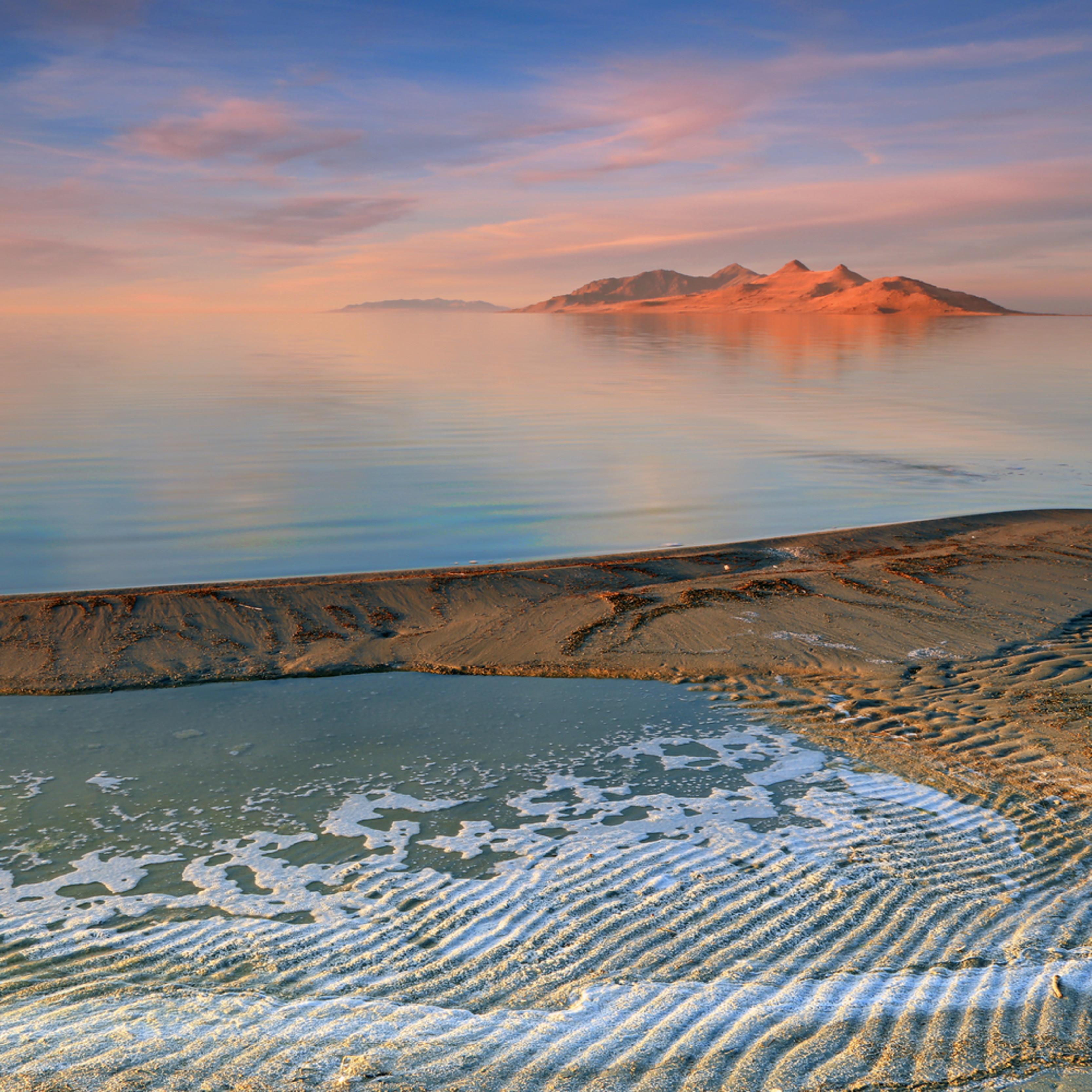 Sunset at the great salt lake q0corg