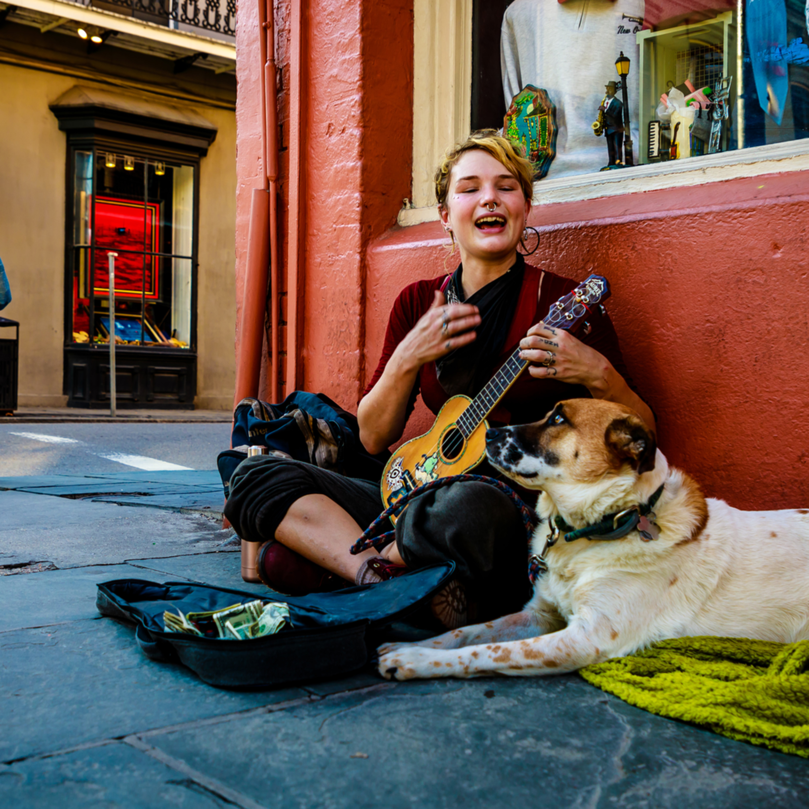 Sidewalk performer and dog new orleans 2017 d2jzhy
