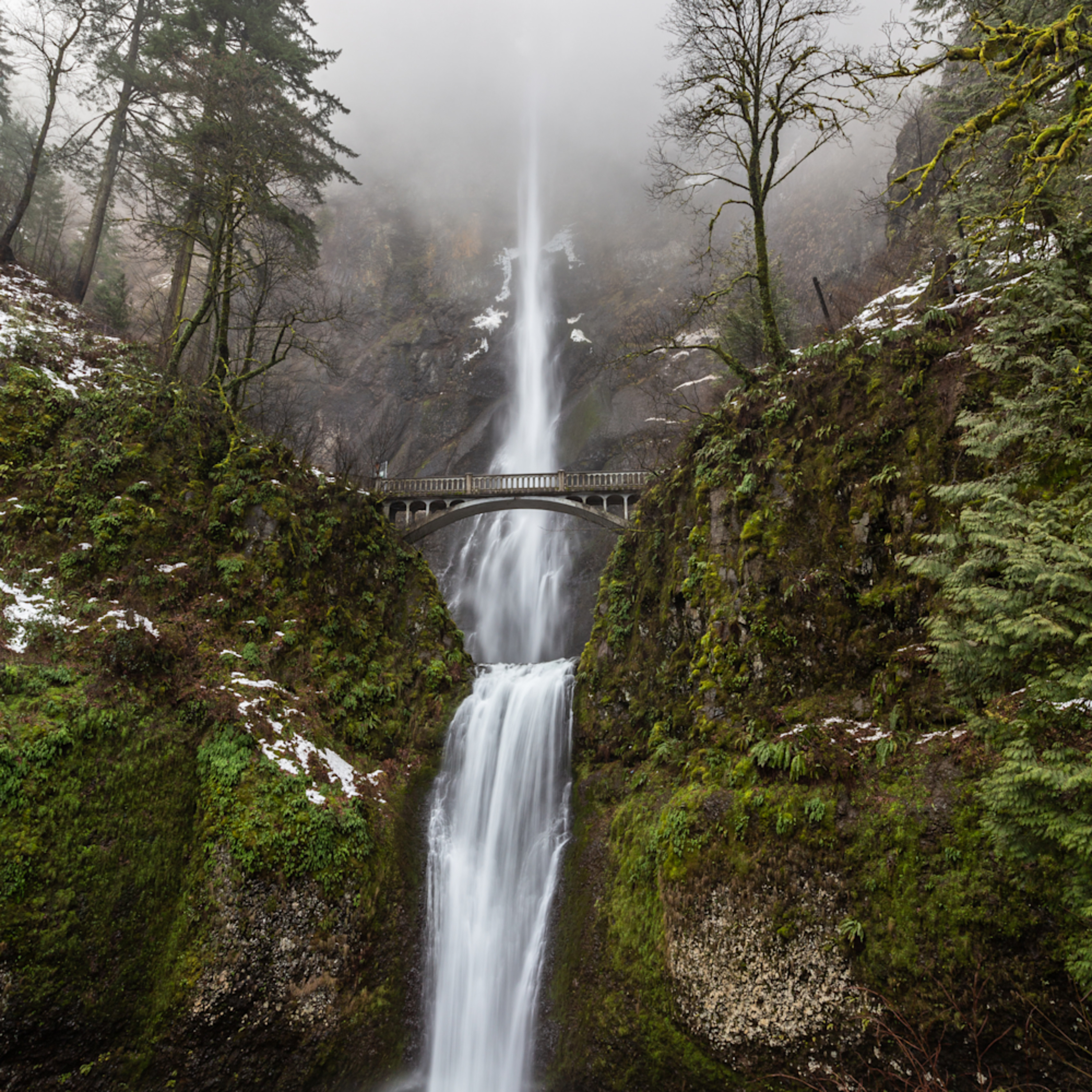 Multnomah falls winter snows 2 5 pmyh5j