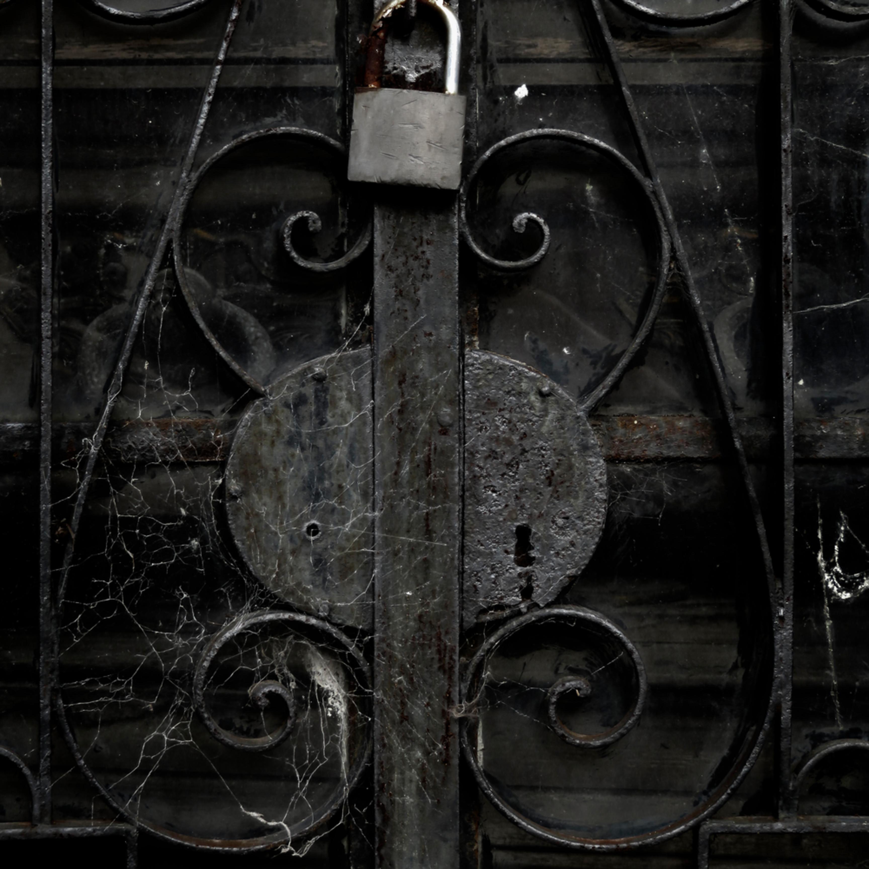 Under lock nfuhm9