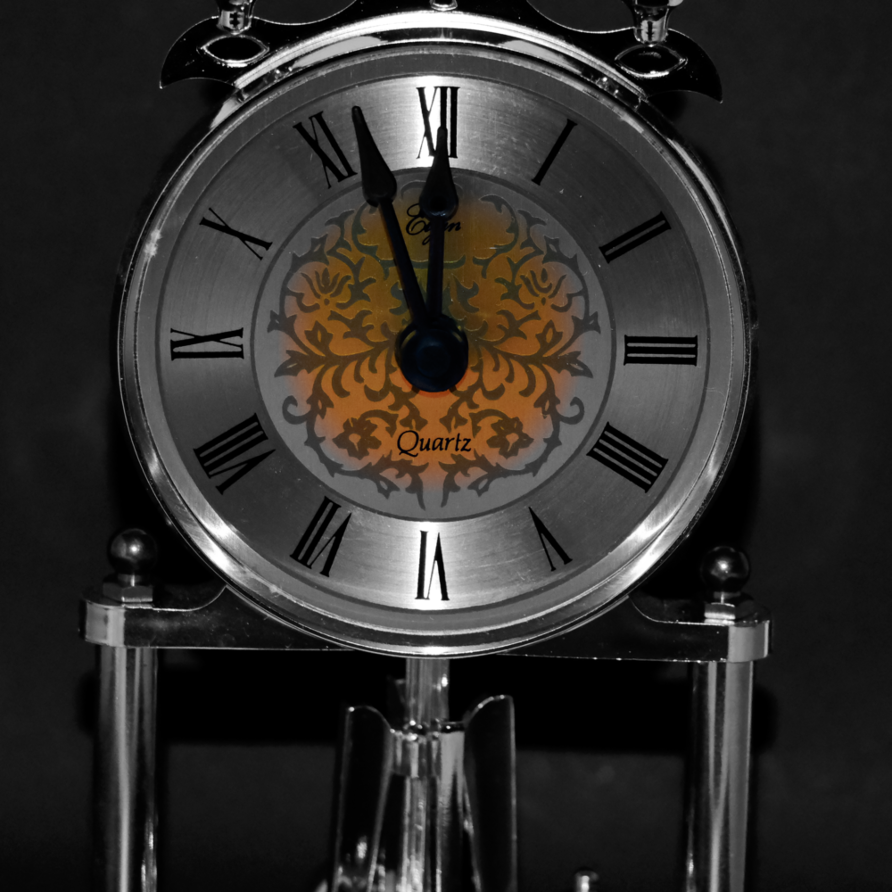 Black and white clock   selective coloring s7ntt5