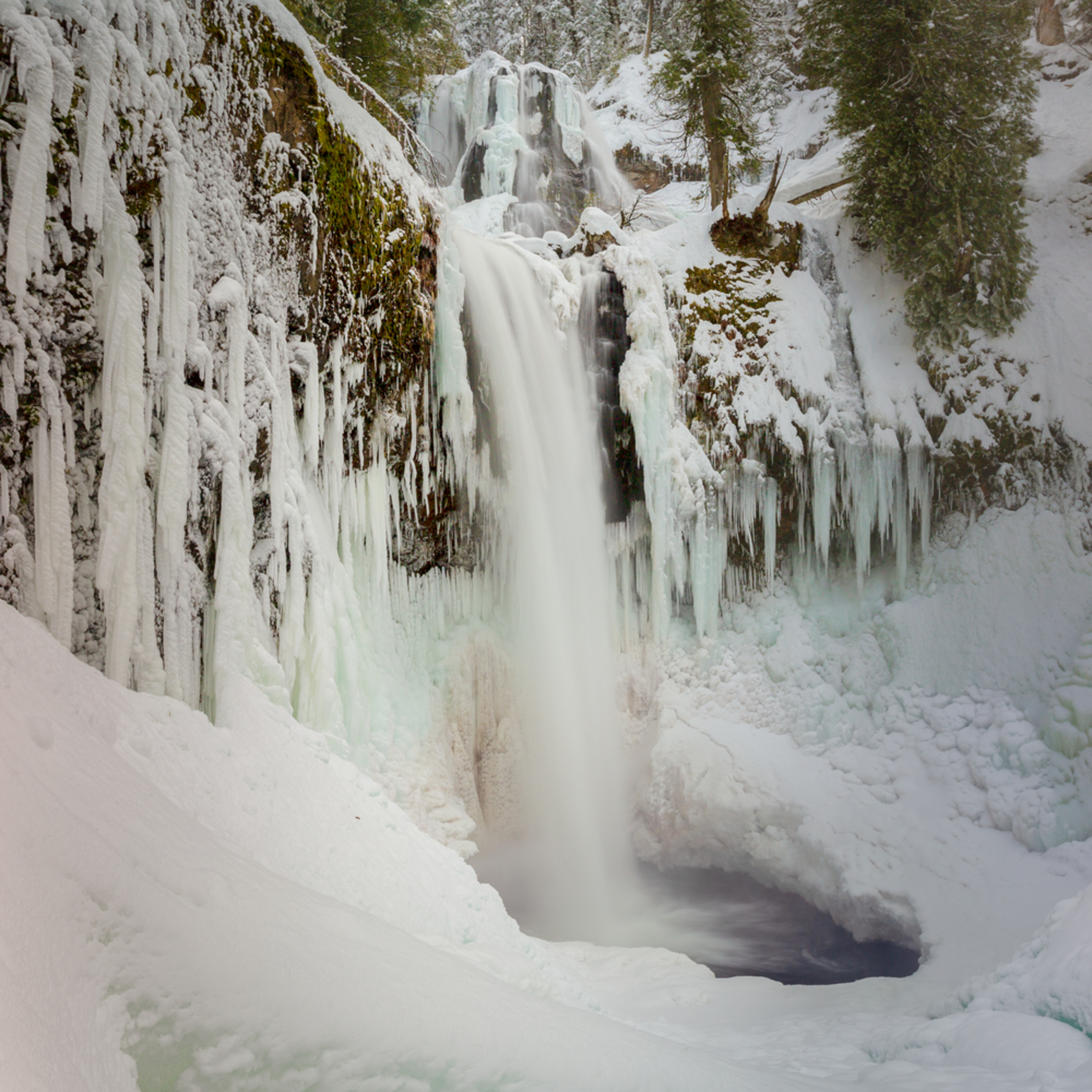 Falls creek falls ice and snow  kgphqv