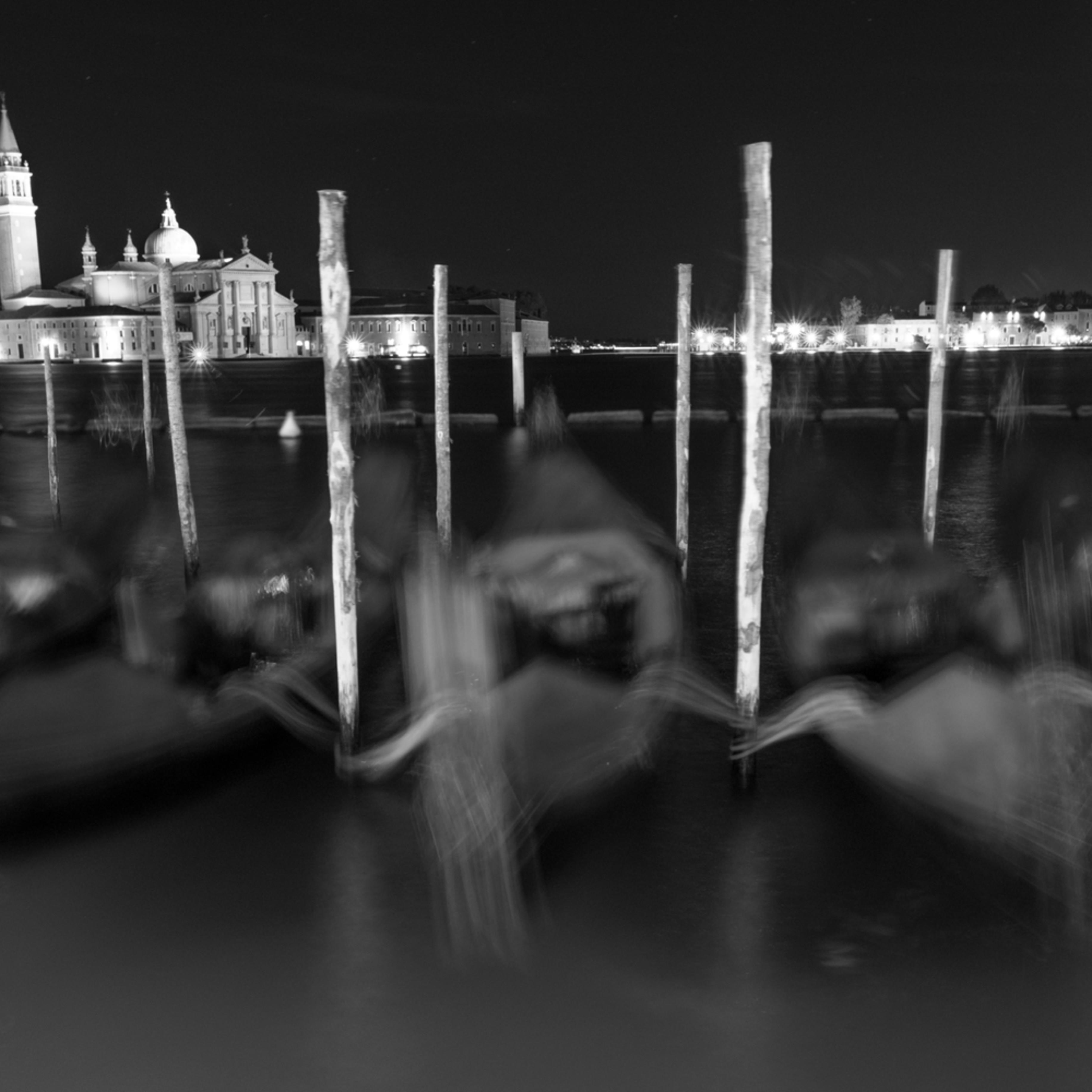 Blurred gondolas ujv4ur