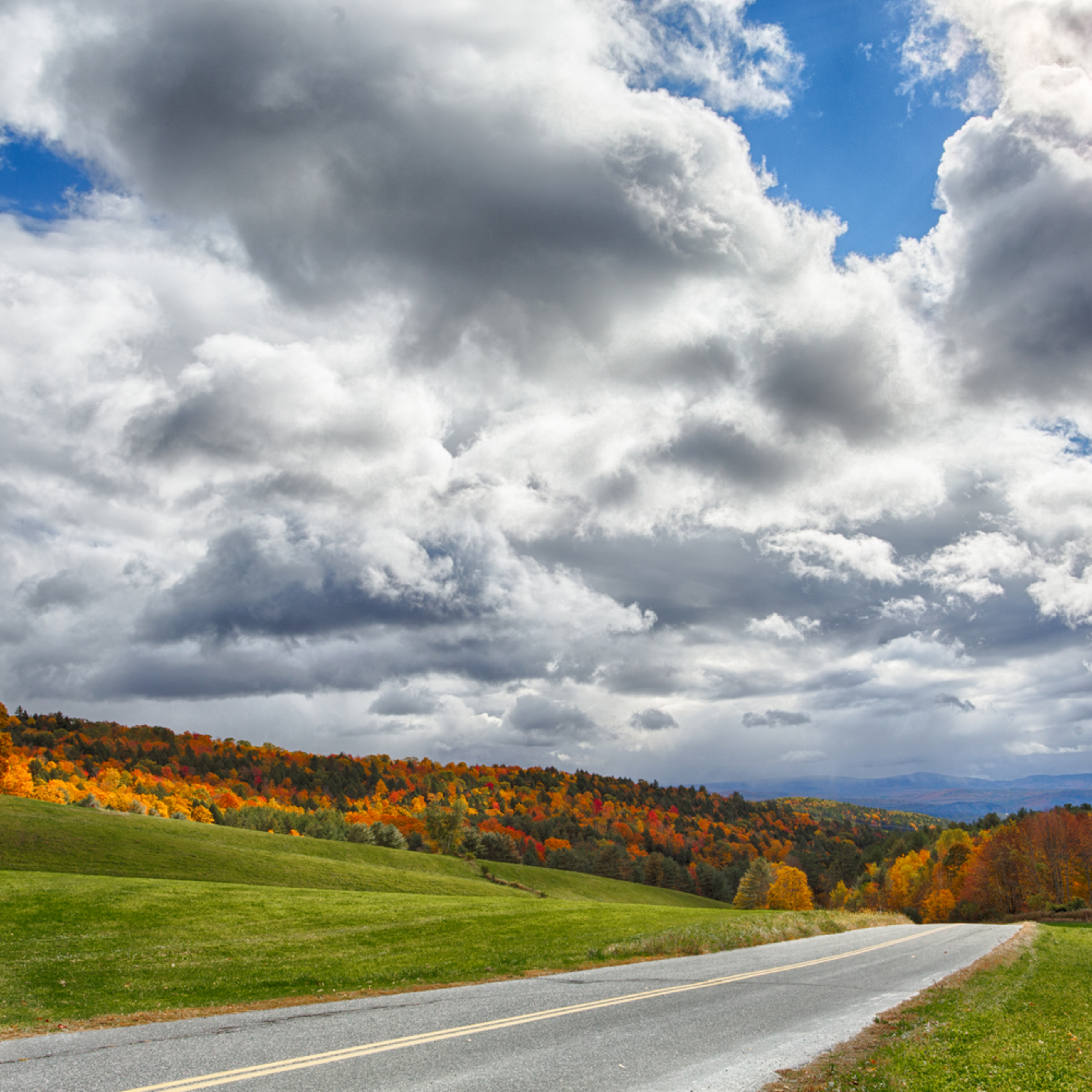 A road into vermont fall h85ghc