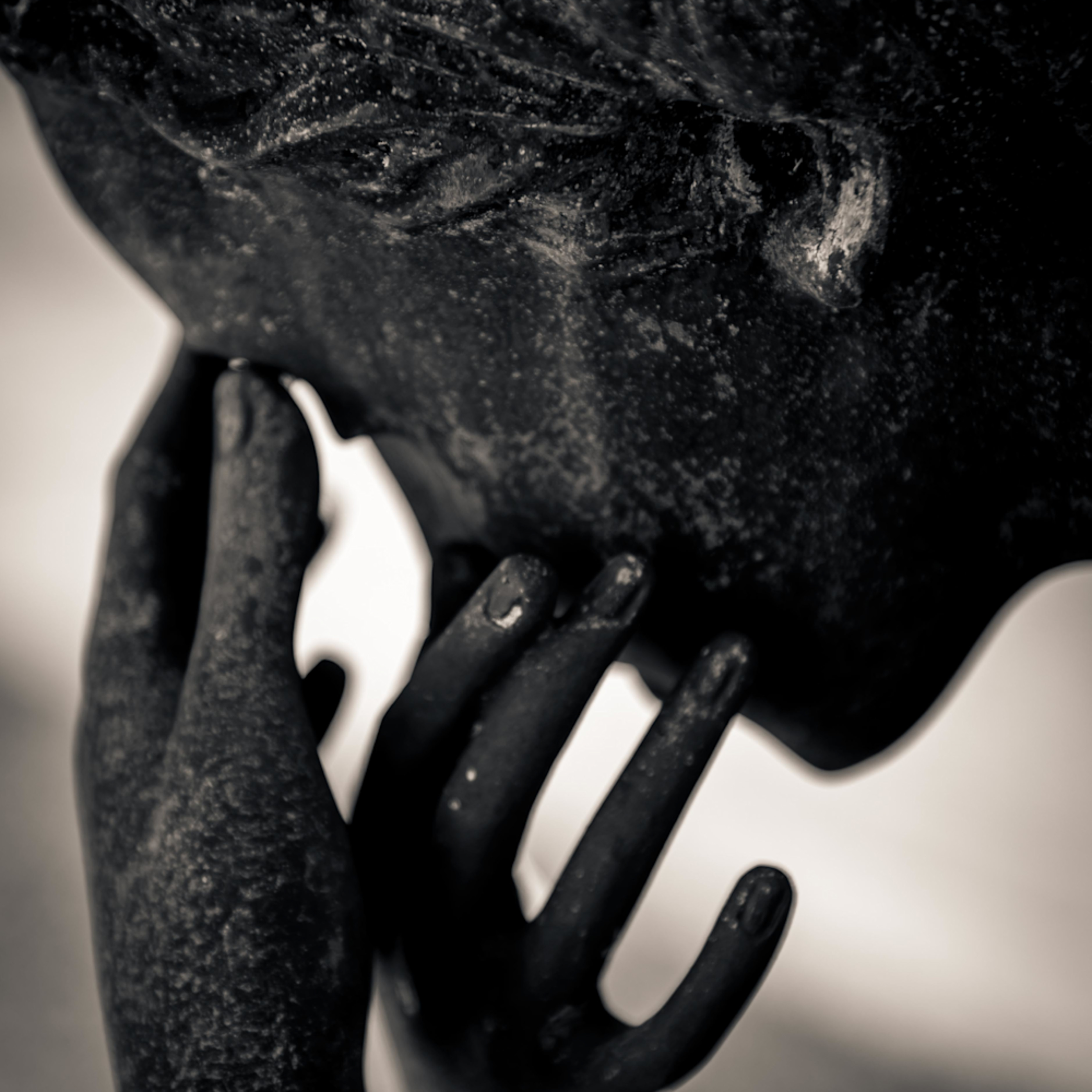 Crying statue metarie cemetery new orleans louisiana 2017 a93x4o