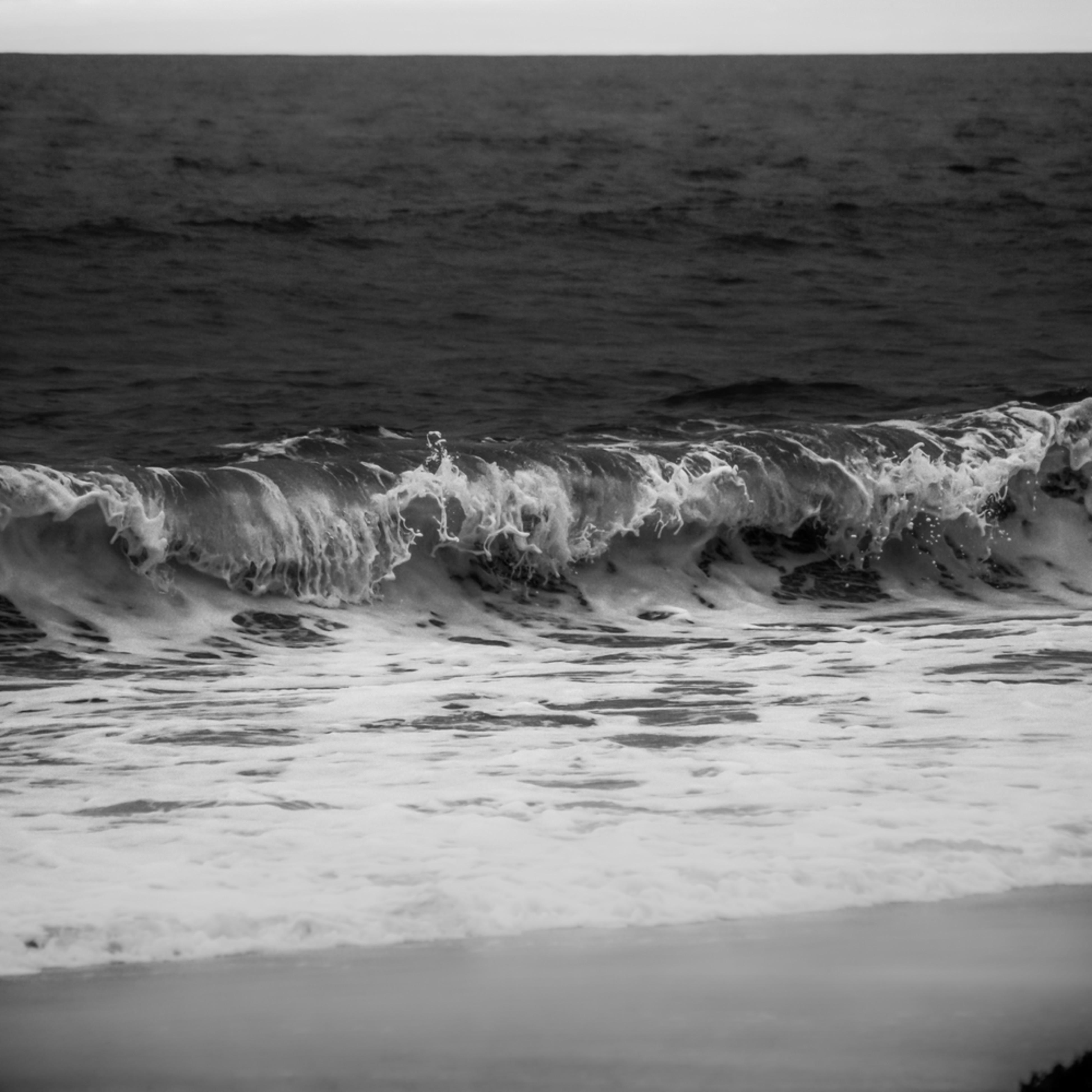 Marina waves at dusk b w qyfpqr