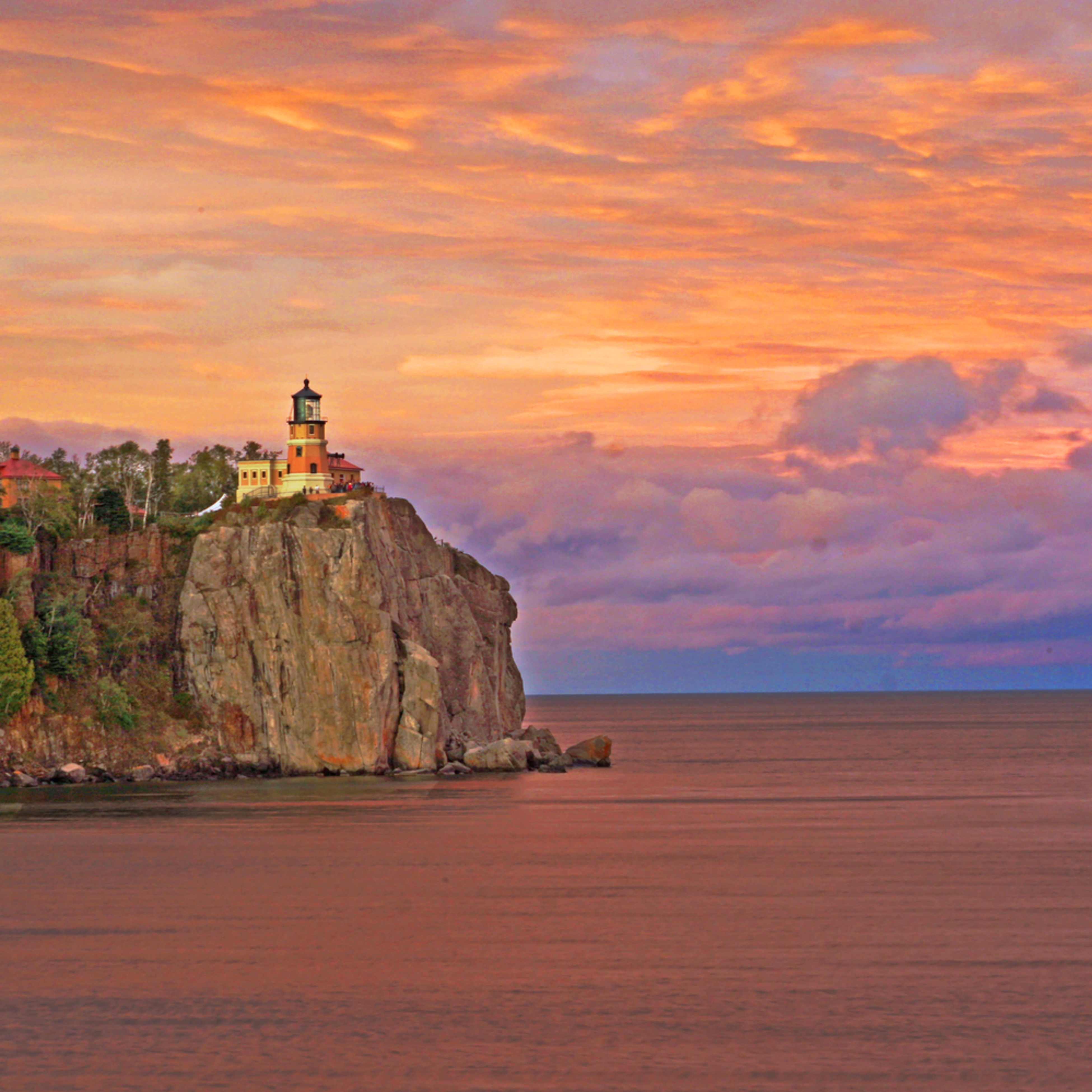 Sunset at split rock lighthouse wjgjub