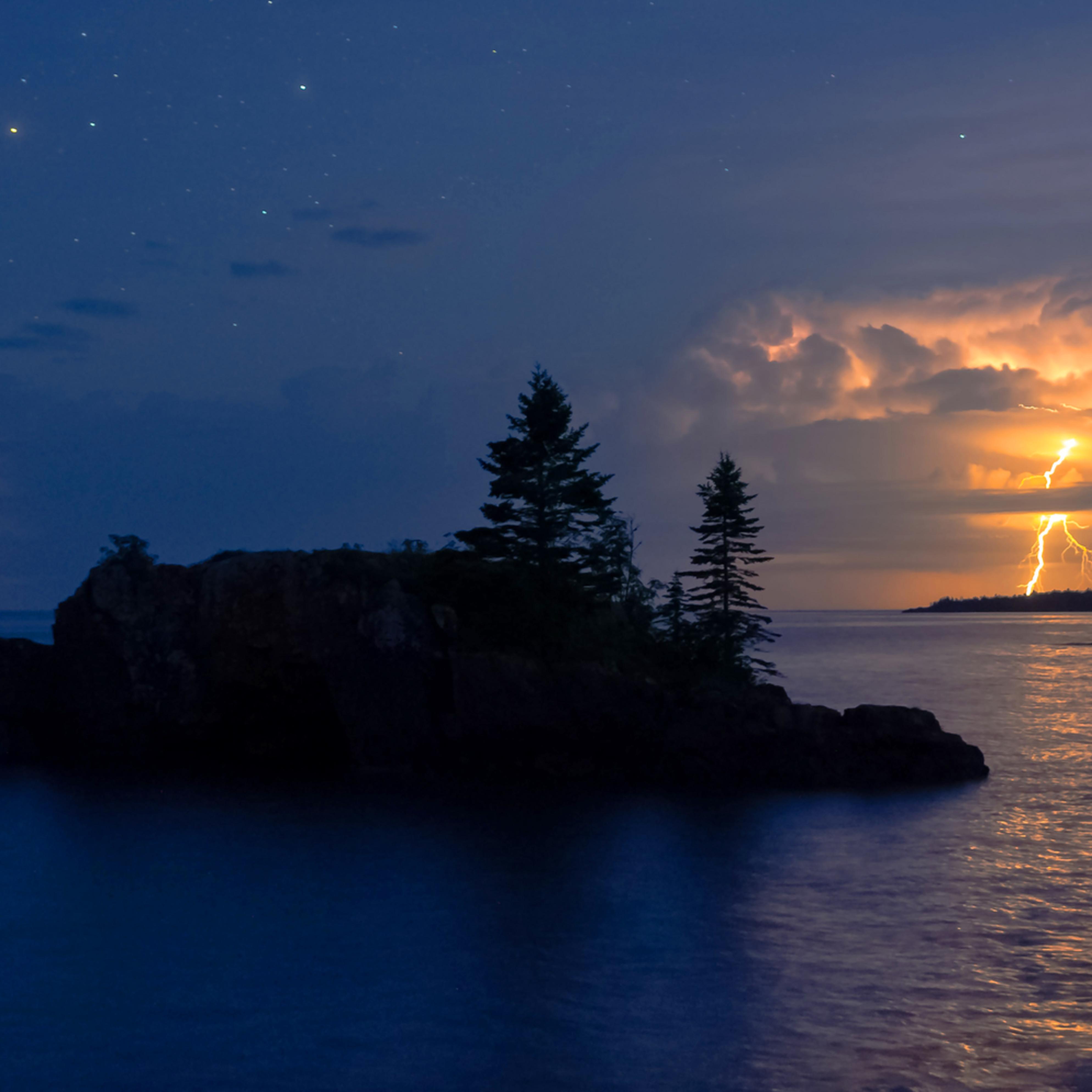 Lightning at hollow rock elihpq