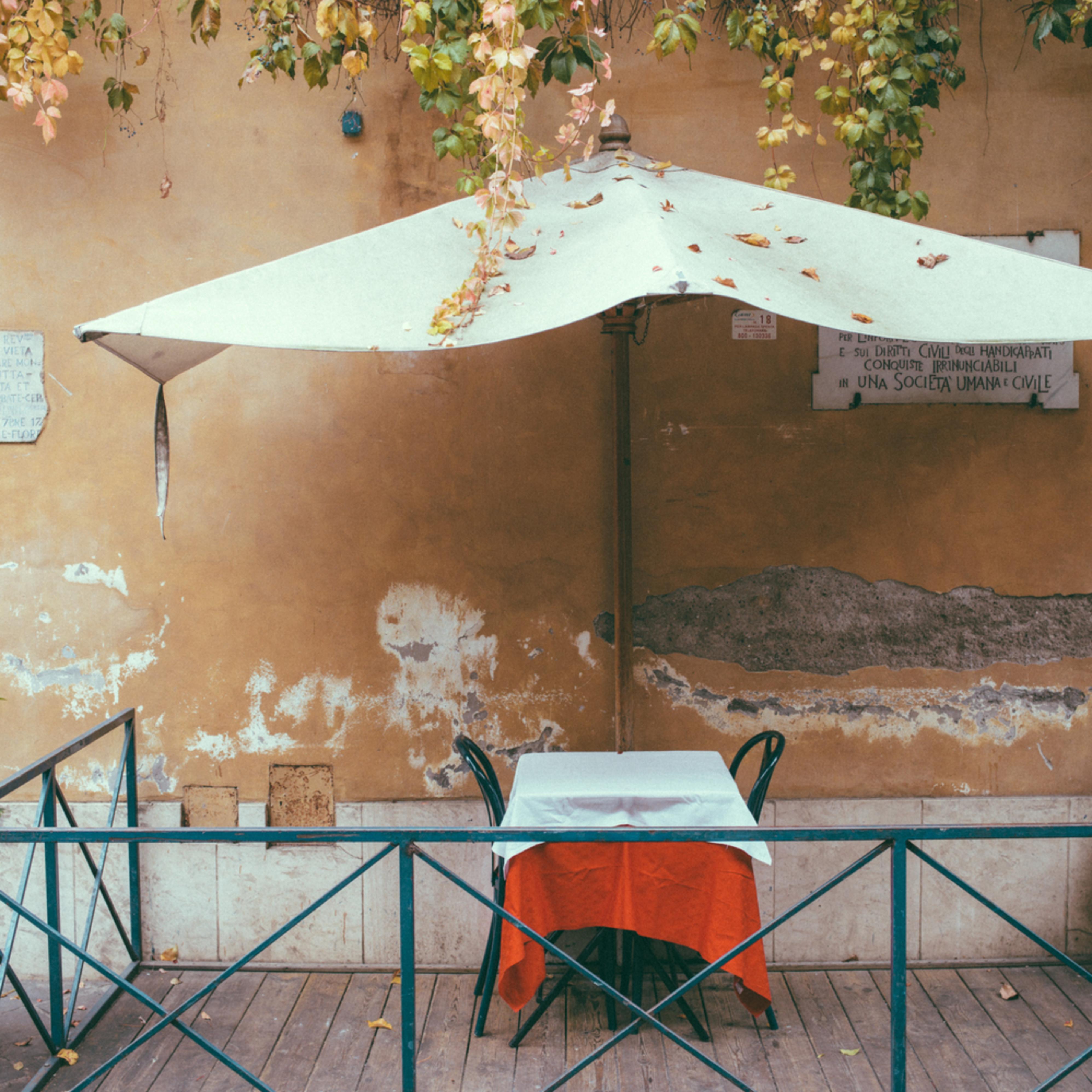 Roman table for two eitlzu