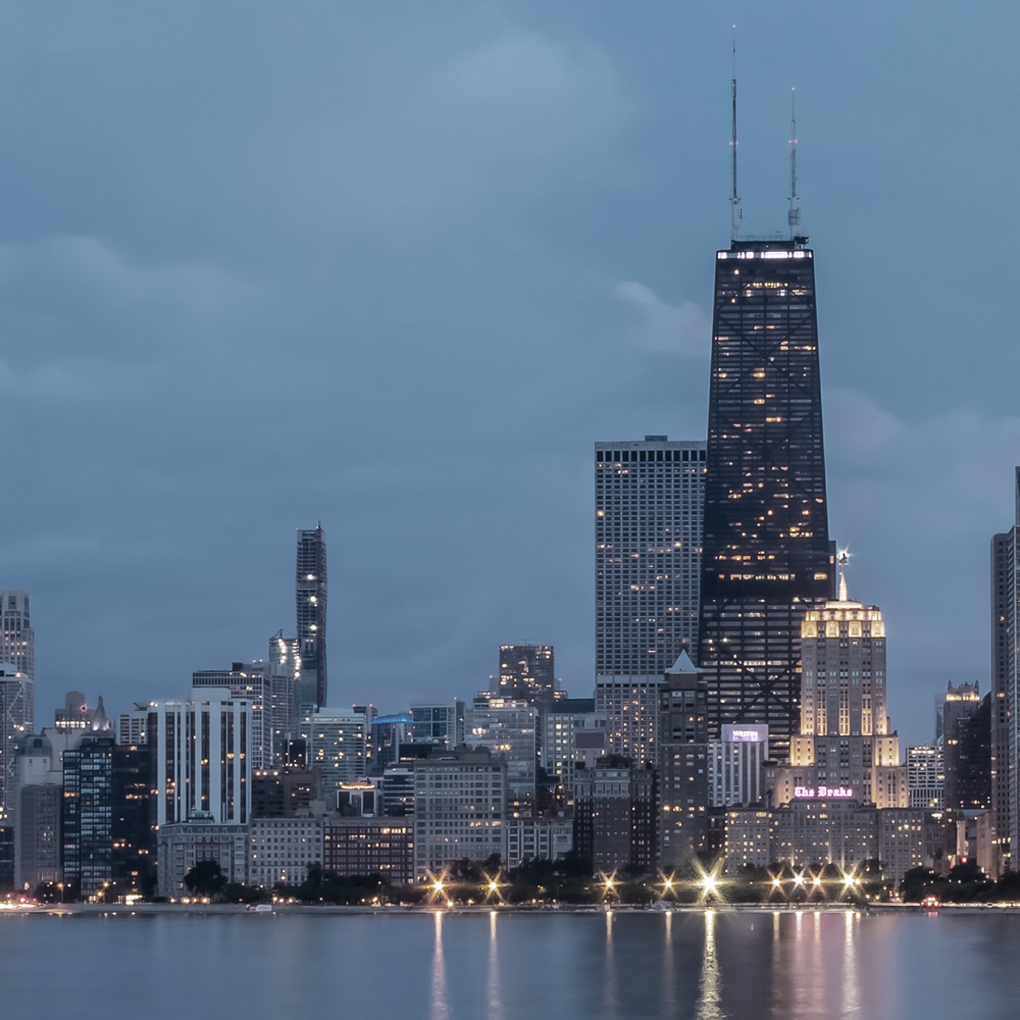 Stormy chicago skyline 3 2 s0qrbw
