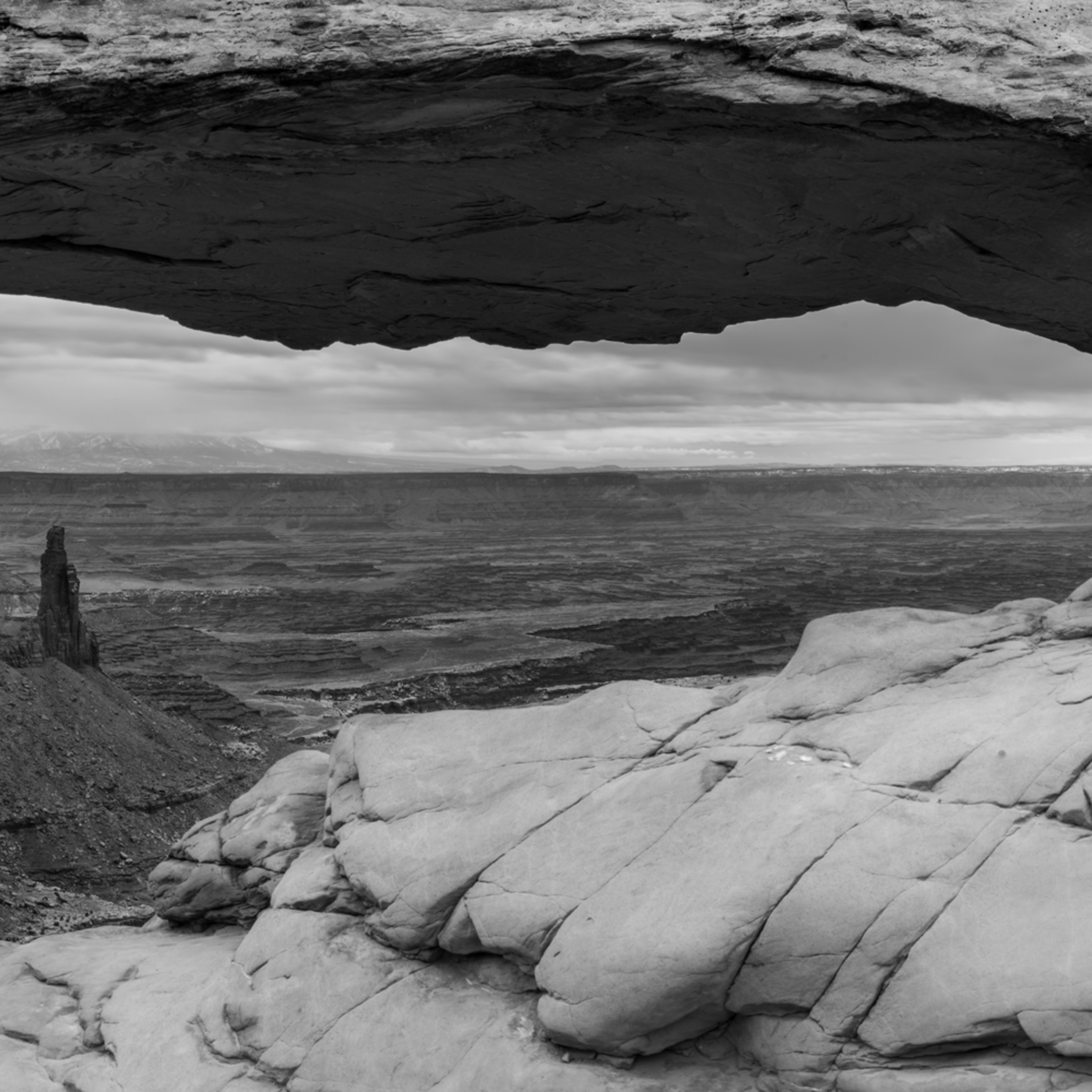 A new day mesa arch 20x60 black and white pano znpyoe