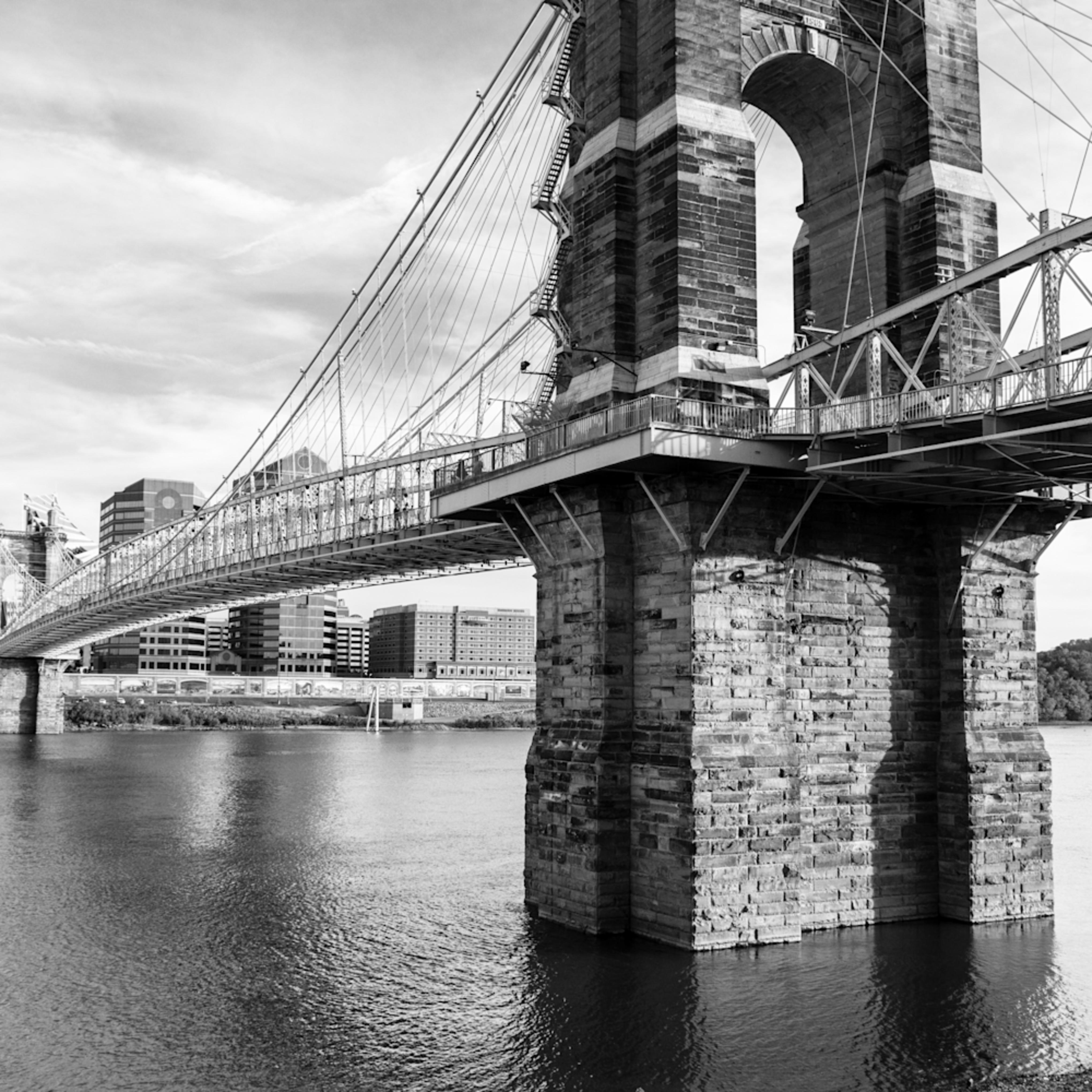 dsc1796cincinnatai roebling bridge bw kzdcjc