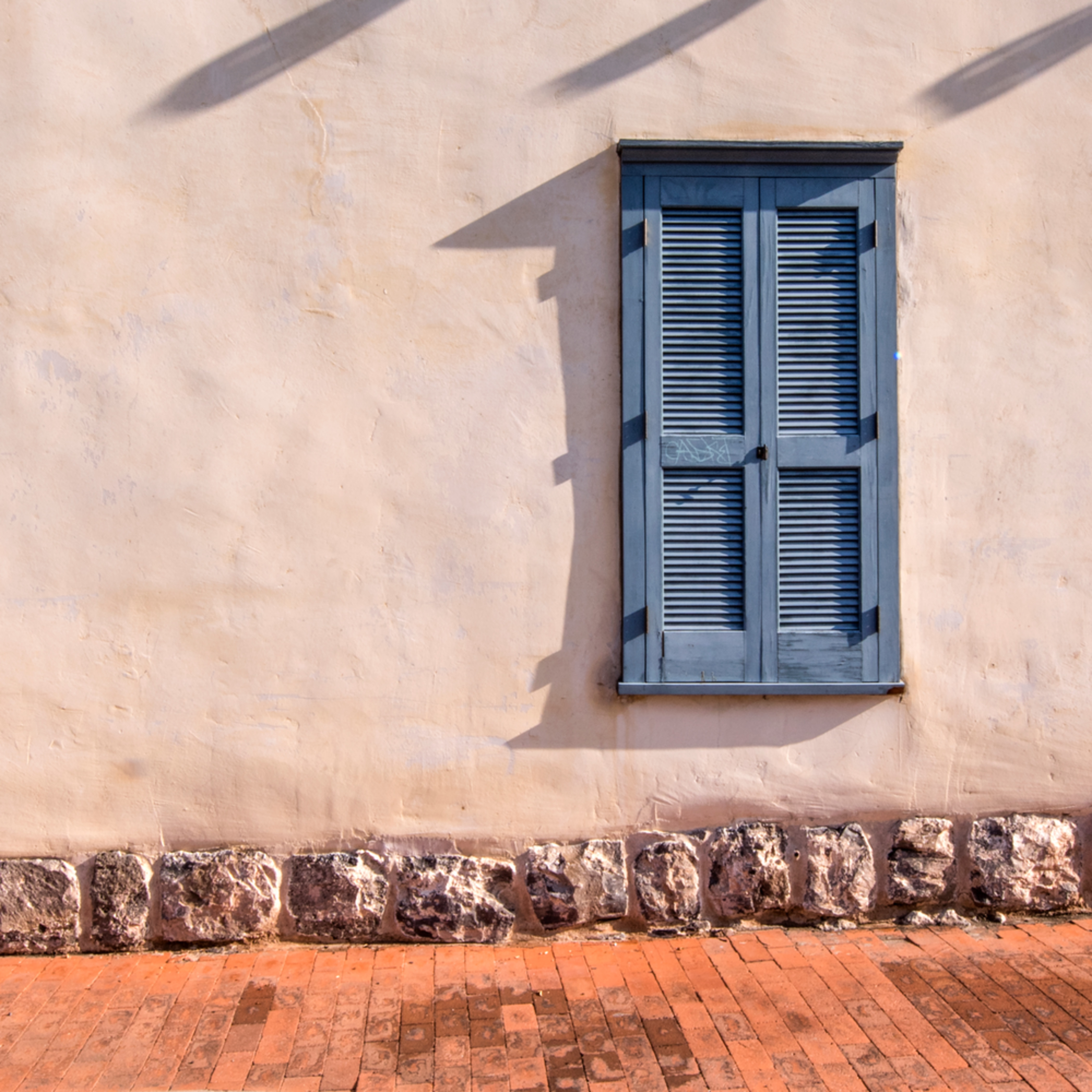 Dp465 shuttered windows pano akk7wy