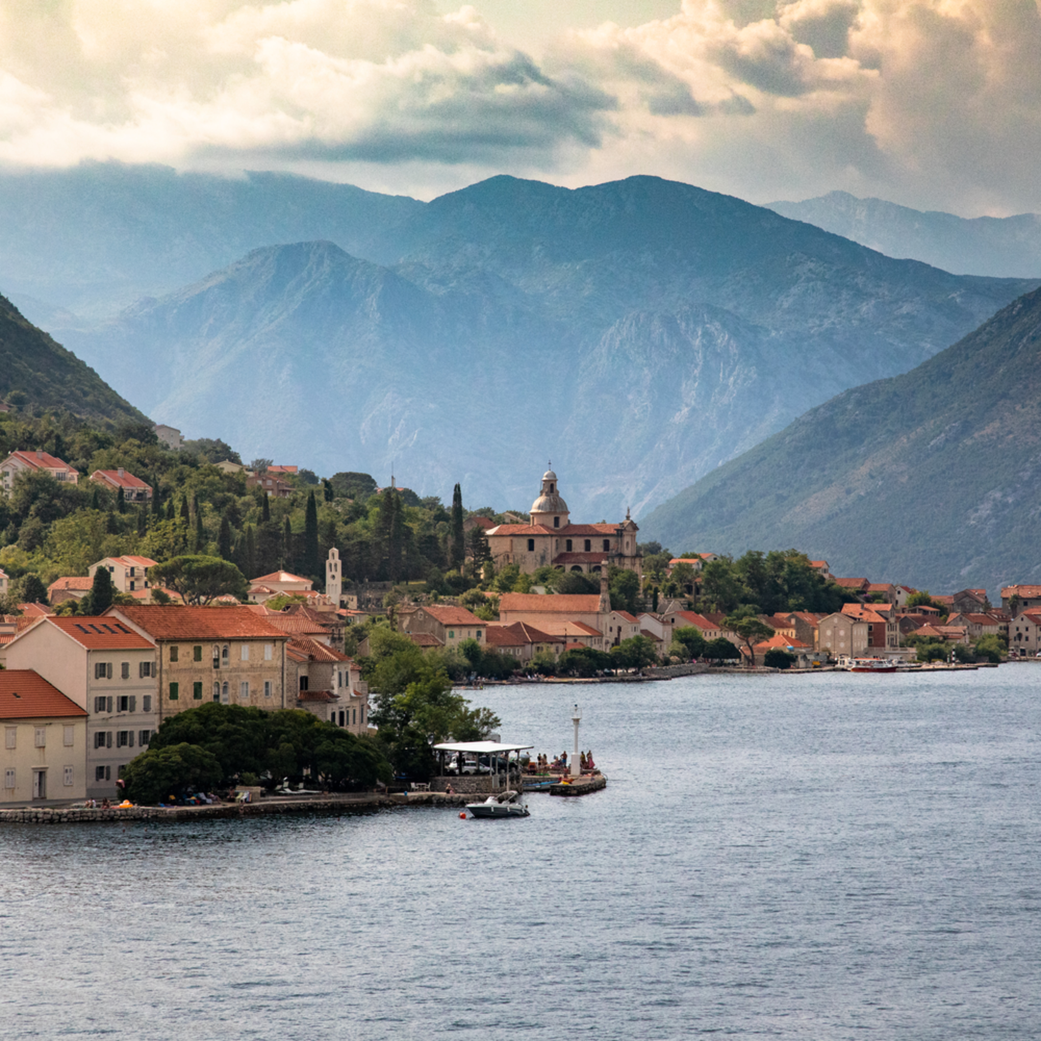 Montenegro by the water2 dm0vy7