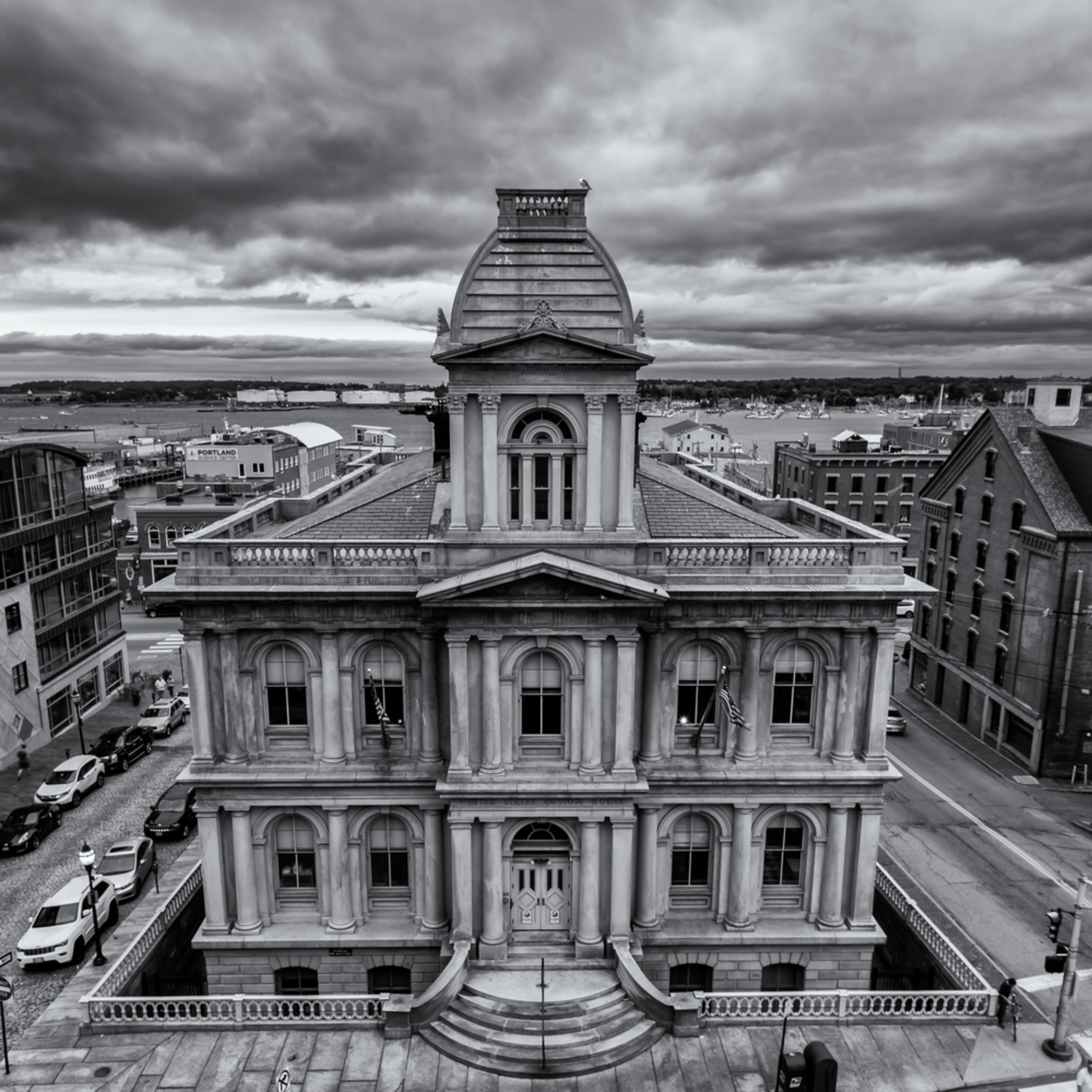 Portland custom house in black and white oyeta2