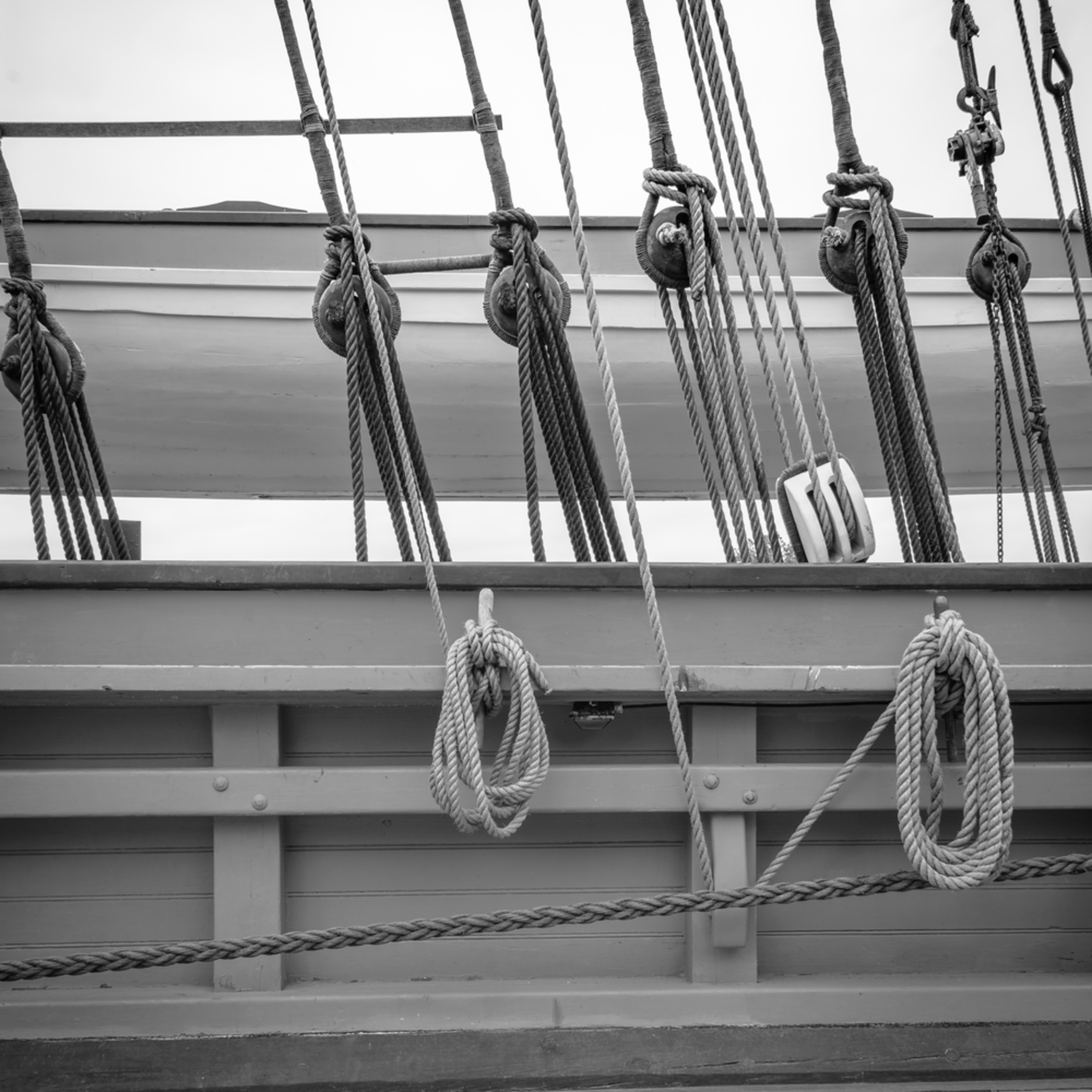 Starboard rail standing and running rigging cwuyxd
