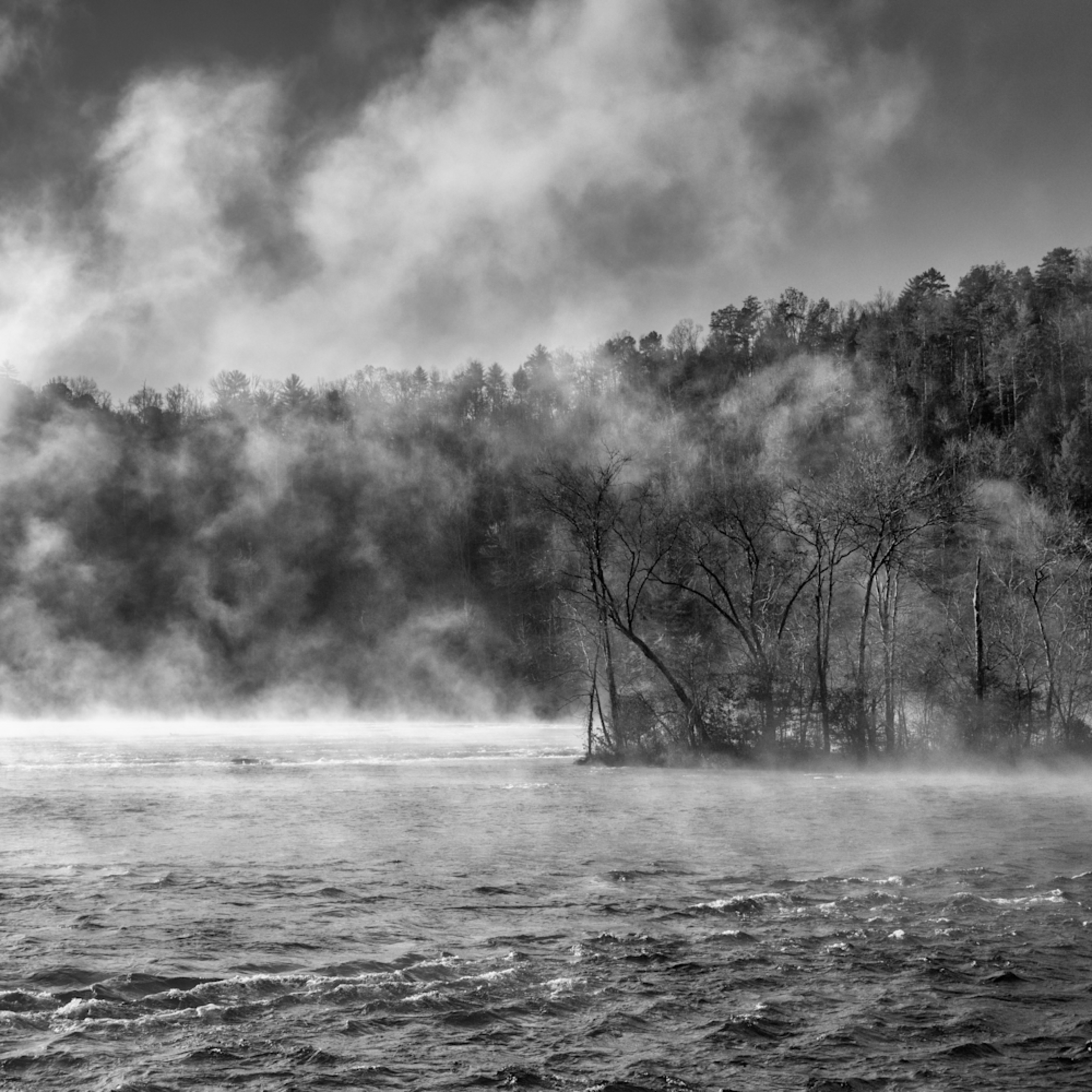 Andy crawford photography hiawassee river mists in black and white p3ttrg