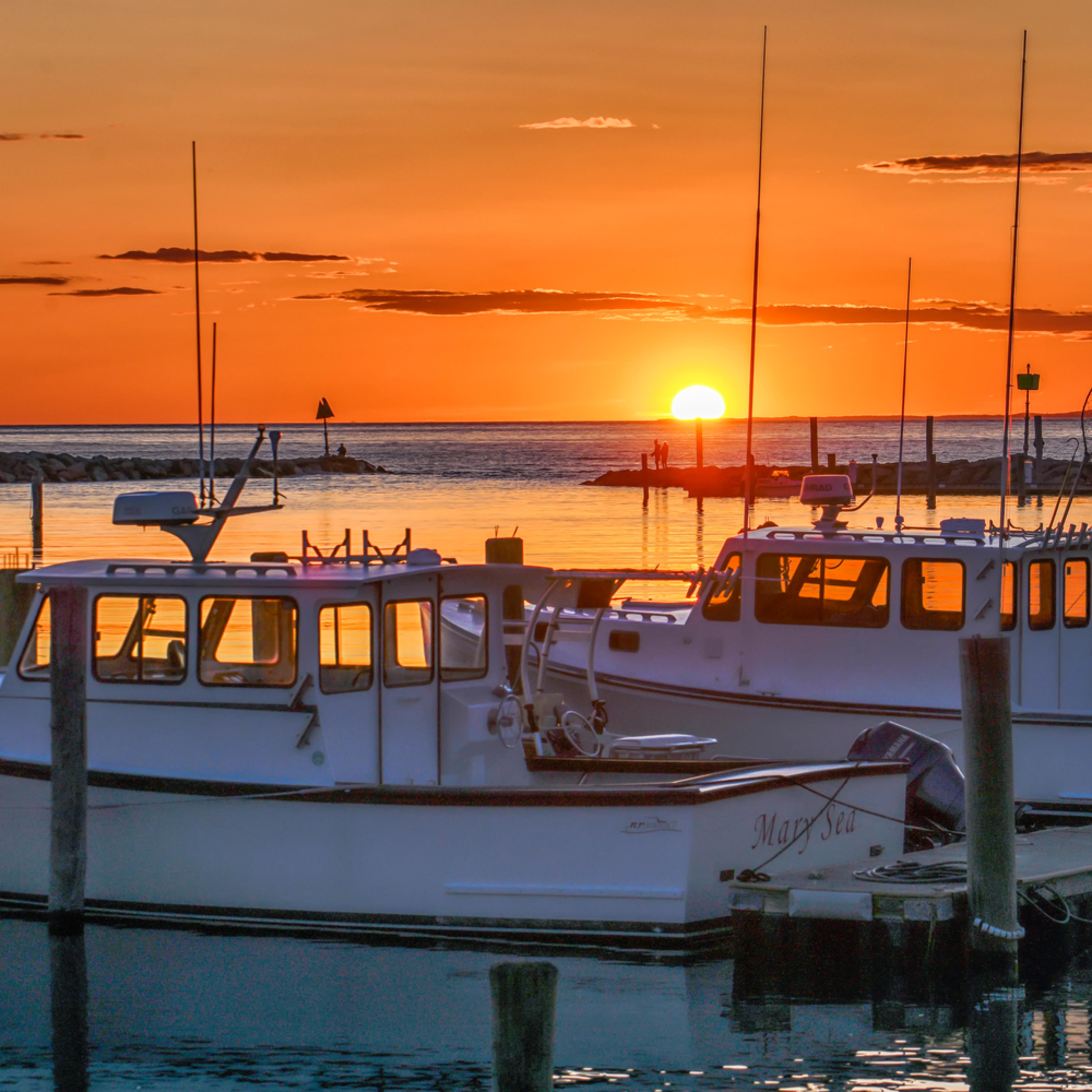 Menemsha fishing boat sunset yabxwg