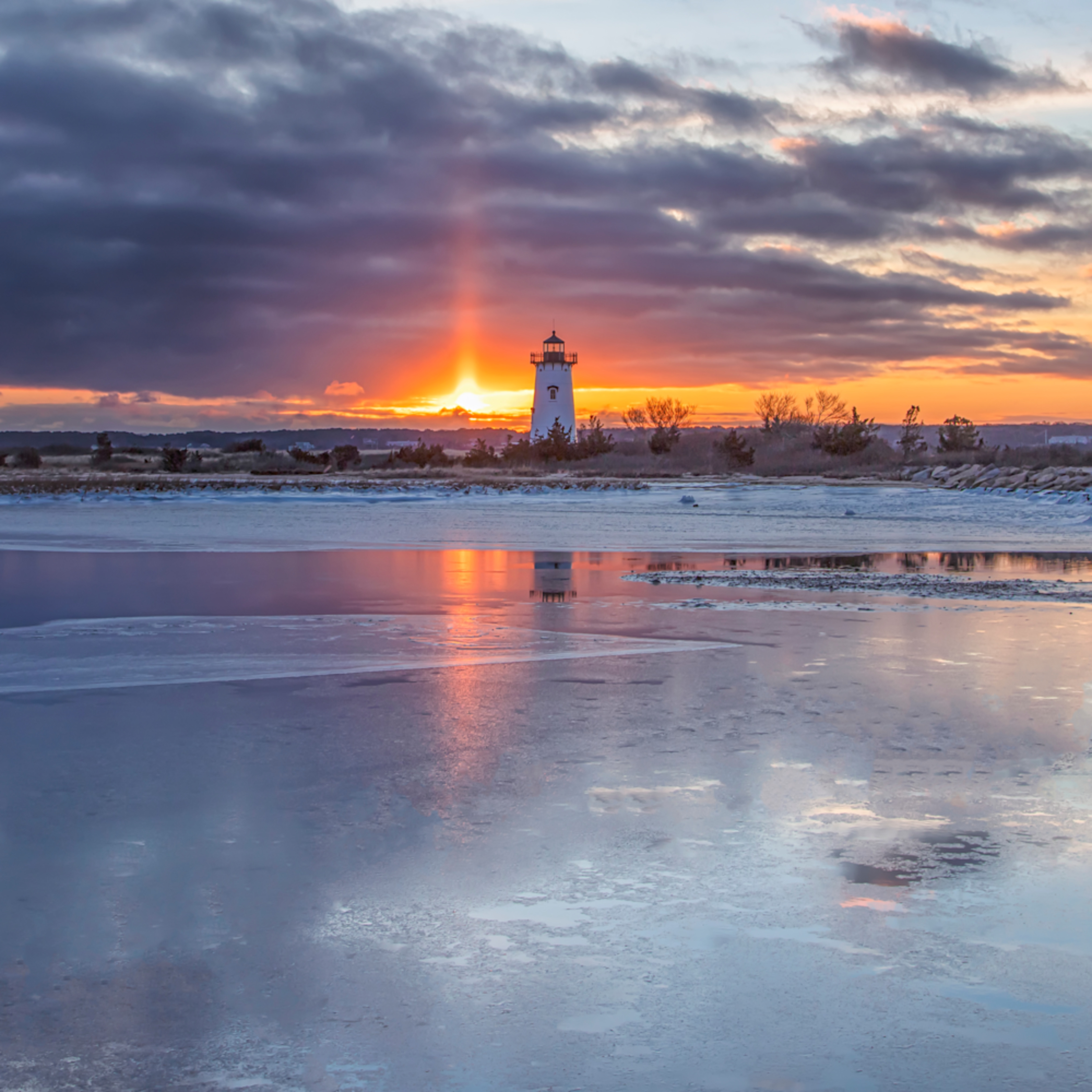 Edgartown light frozen light beam 1 h6qkcf