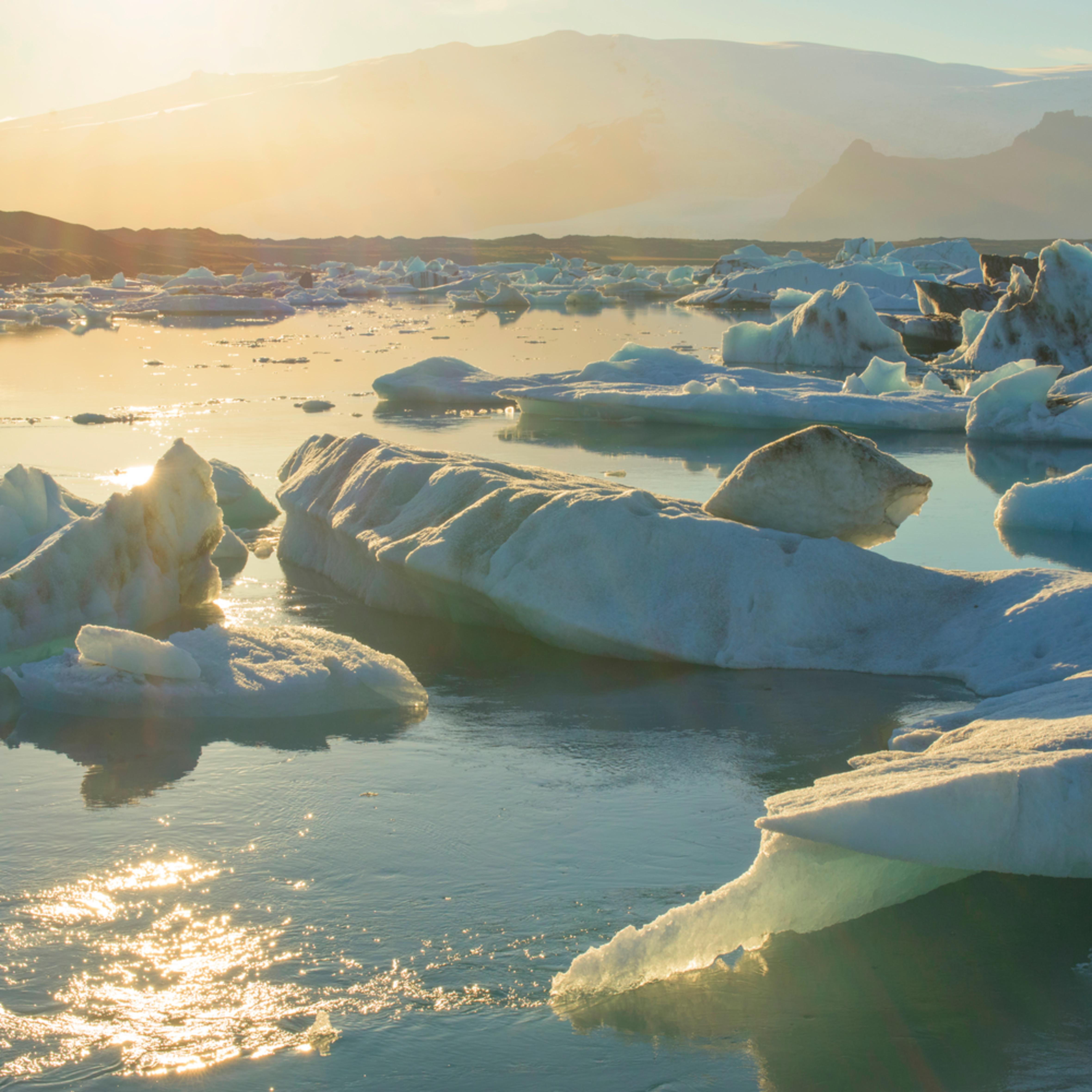 Sunset at jokulsarlon glacier lagoon tdu7fw