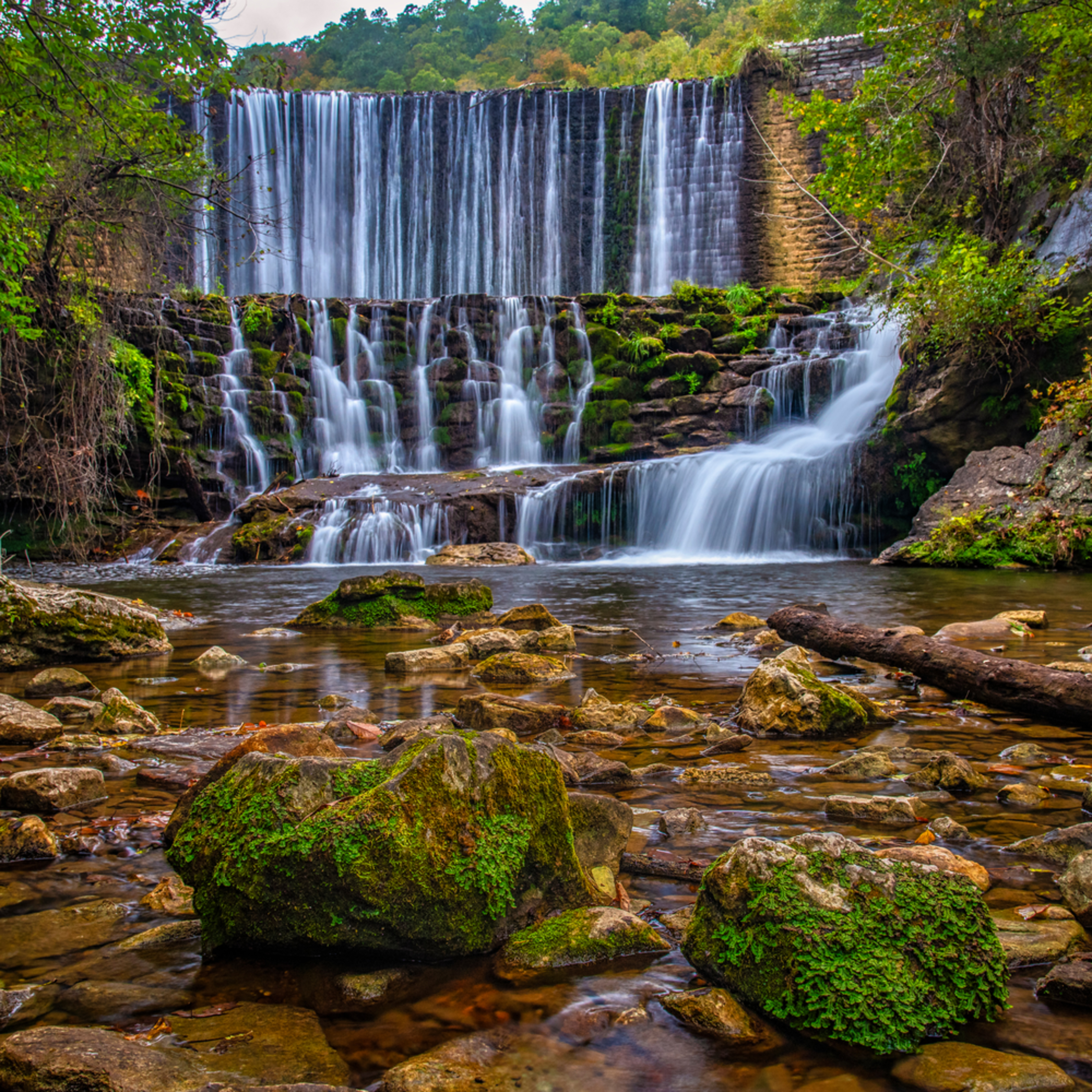 Andy crawford photography arkansas blanchard springs waterfall 1 c5ezcw