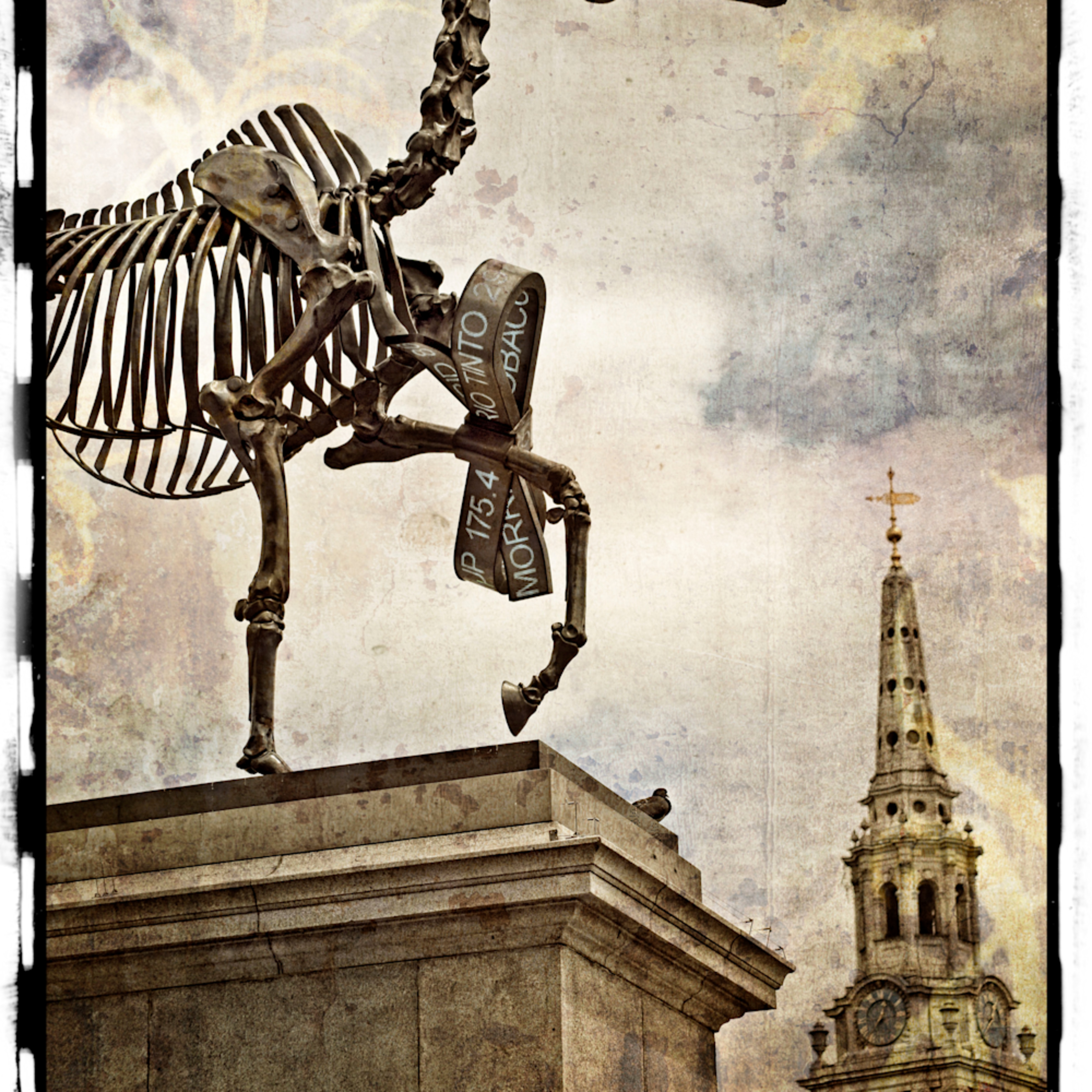 Gift horse of trafalgar square emnsyr