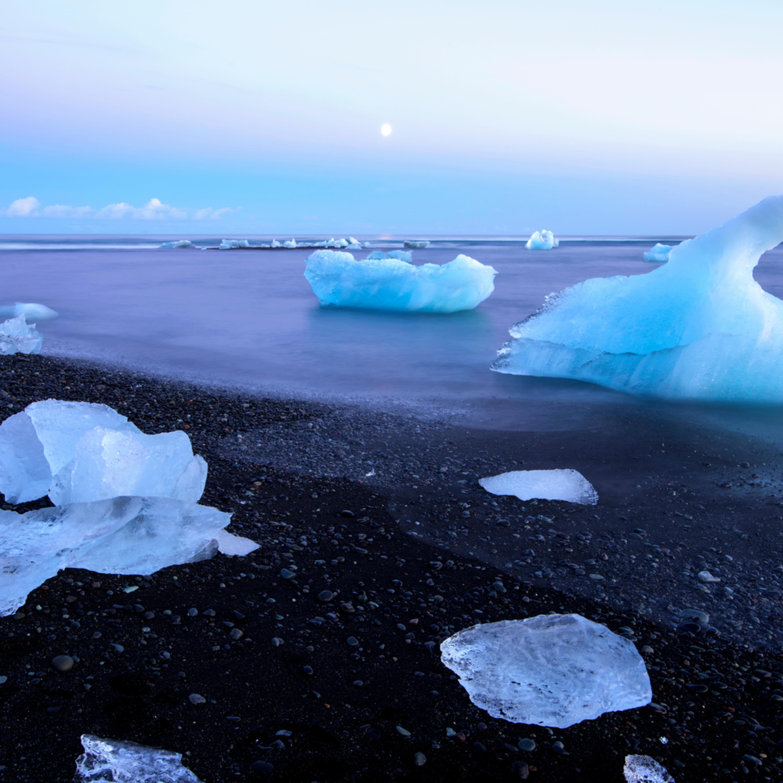 Icy beach gyv2fb
