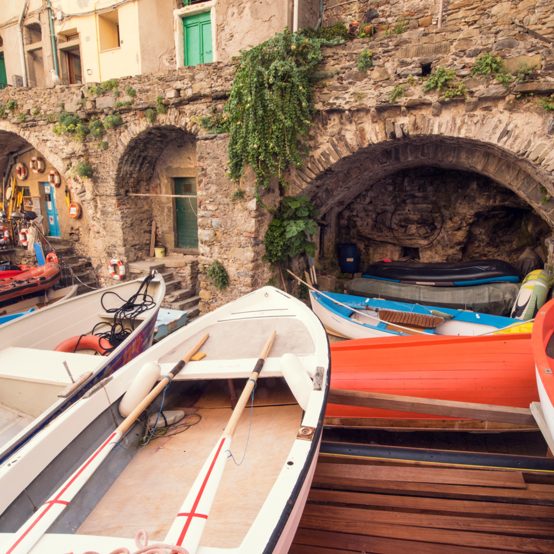 Riomaggiore boats r6xgu4