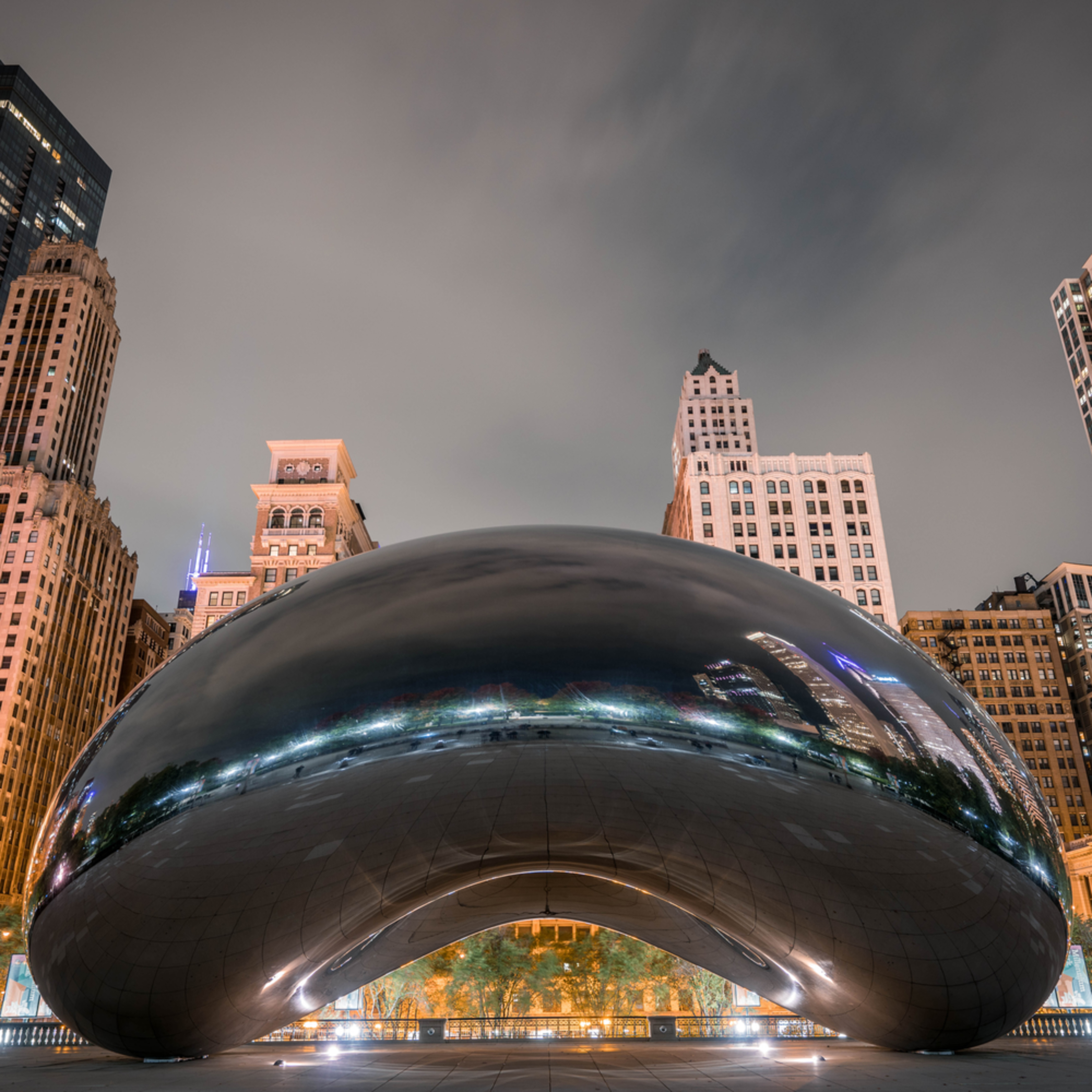 Chicago cloud gate at night 2 elp8jo