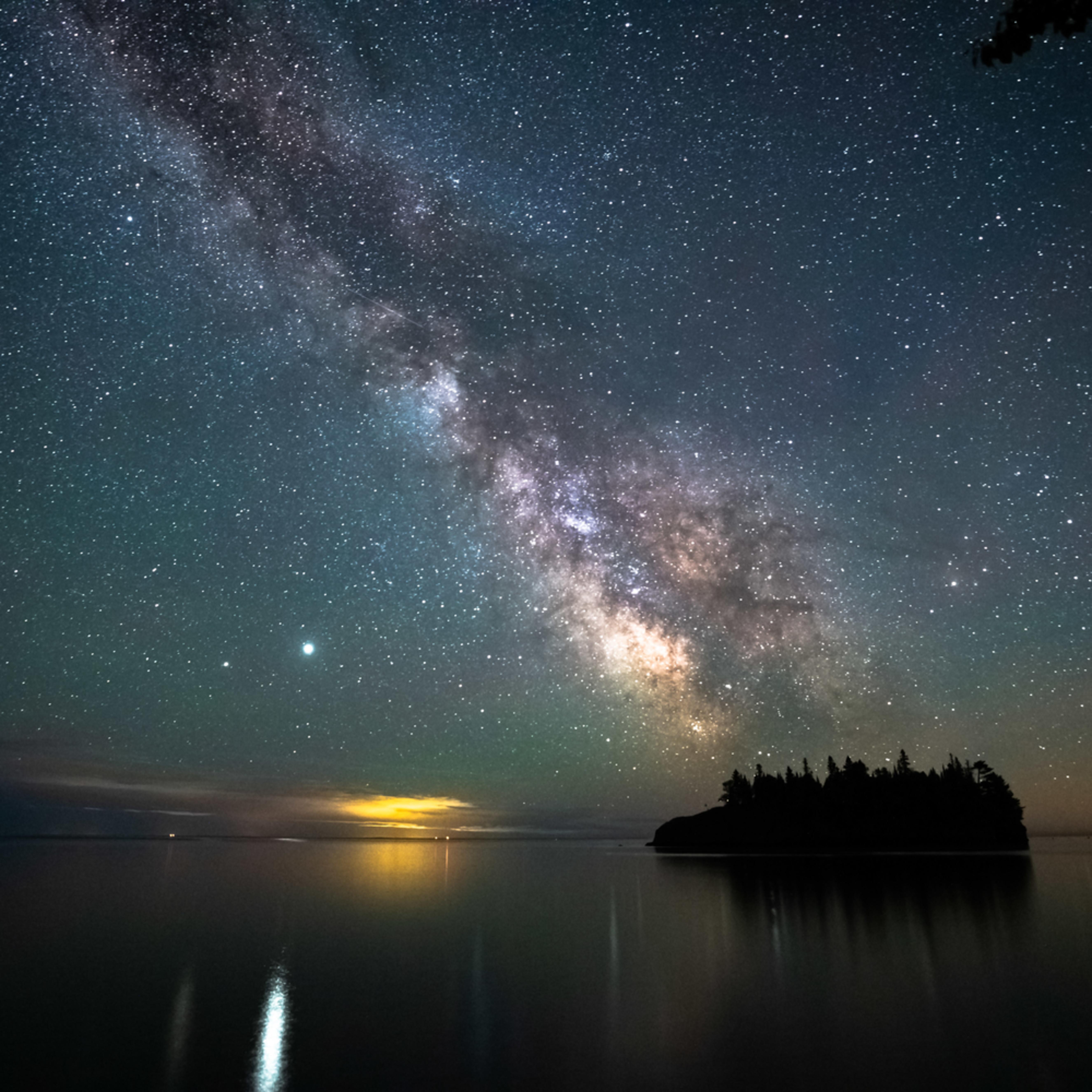 Jupiter and the milky way over ellingson island iysiyk