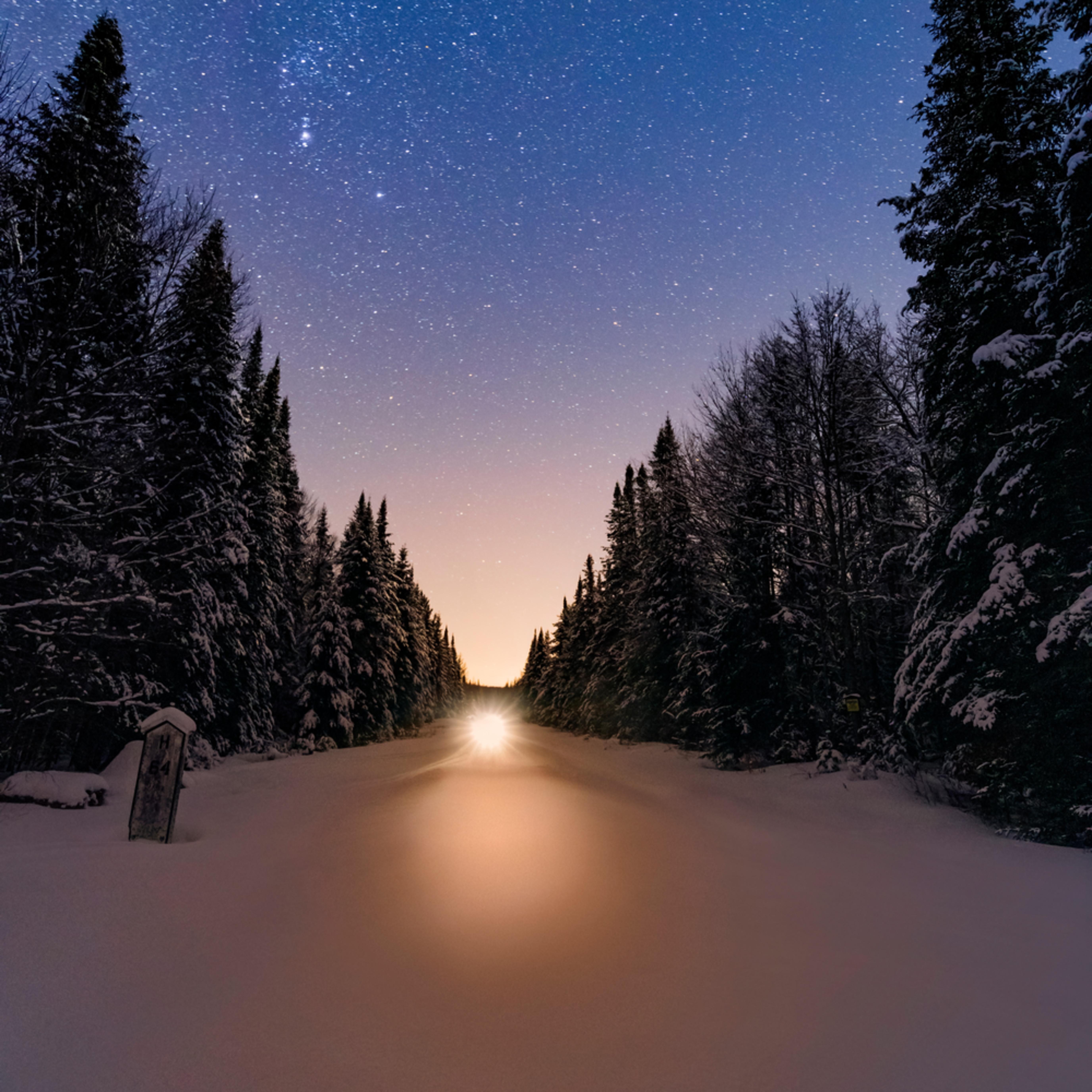 Snowmobile tracks winter s29zst