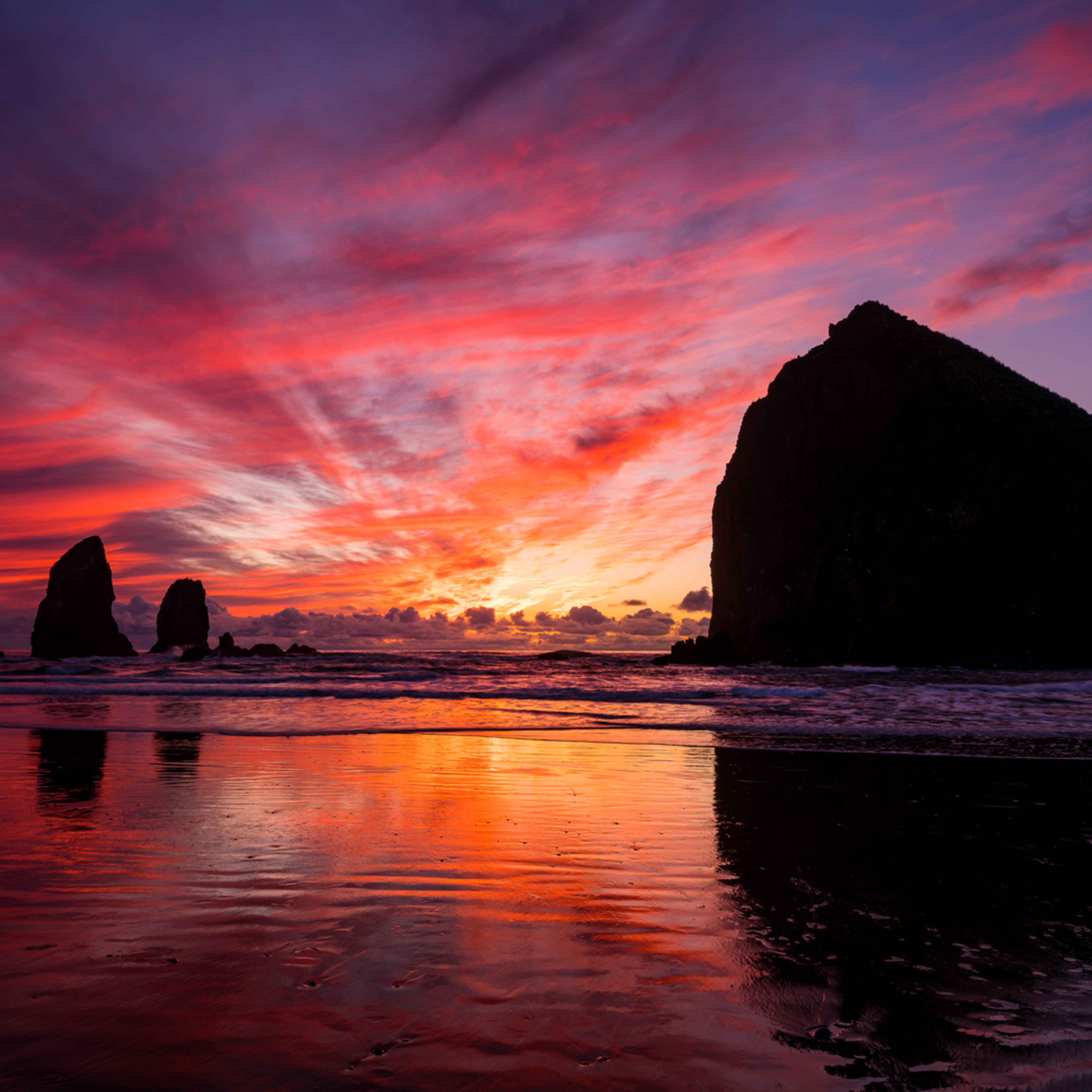 Sunset reflections cannon beach oregon 022019 ym4cfe