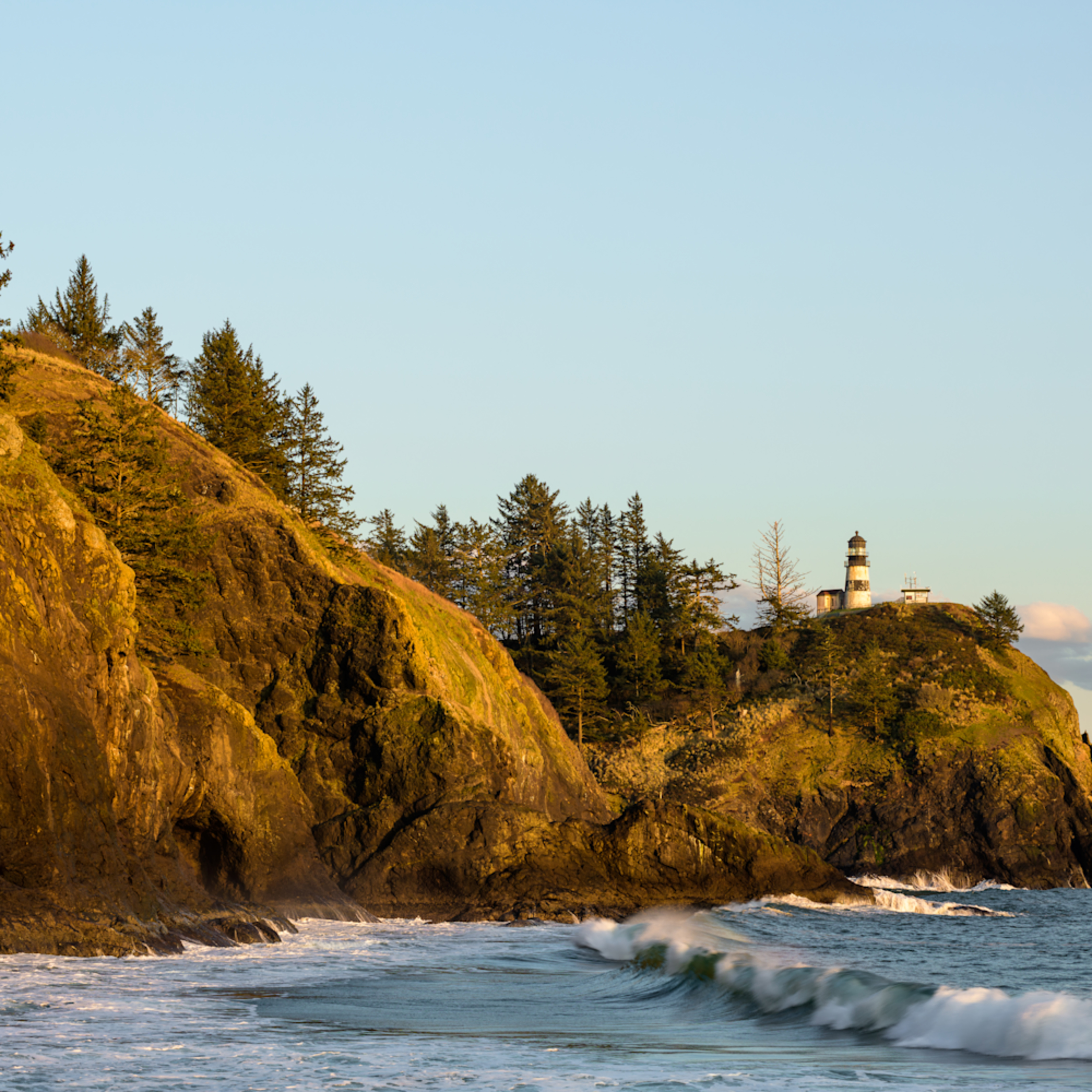Late winter evening cape disappointment lighthouse washington 2021 cg1elv