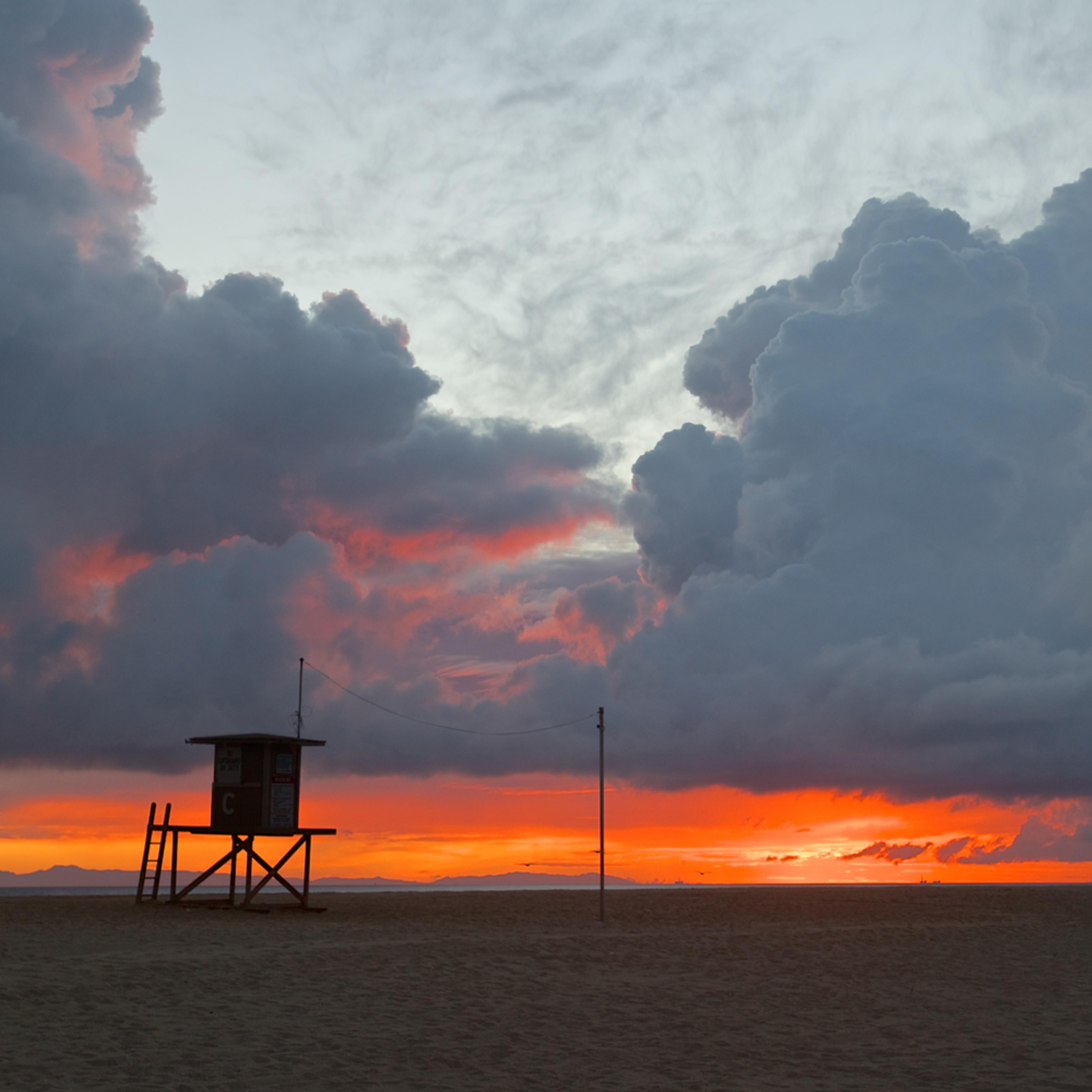 Newport beach lifeguard stand stormy sunset ca tvghgw