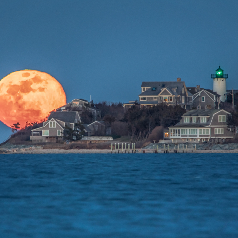 East chop blue moon rising o2rs1q
