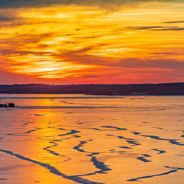 Frozen sunset over caesar creek b05f6g