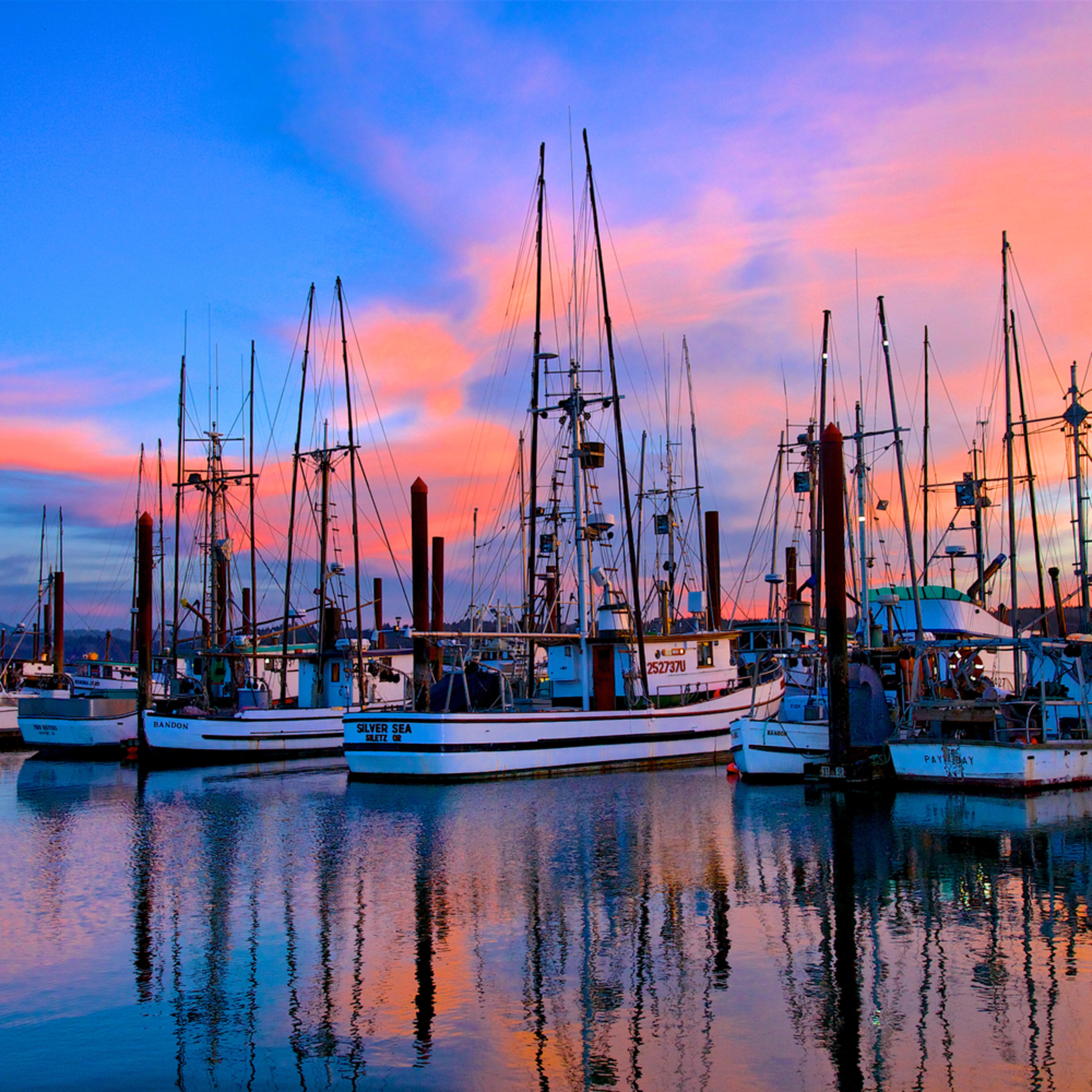 Fishing boats sunset charleston coos bay oregon dpd8pf