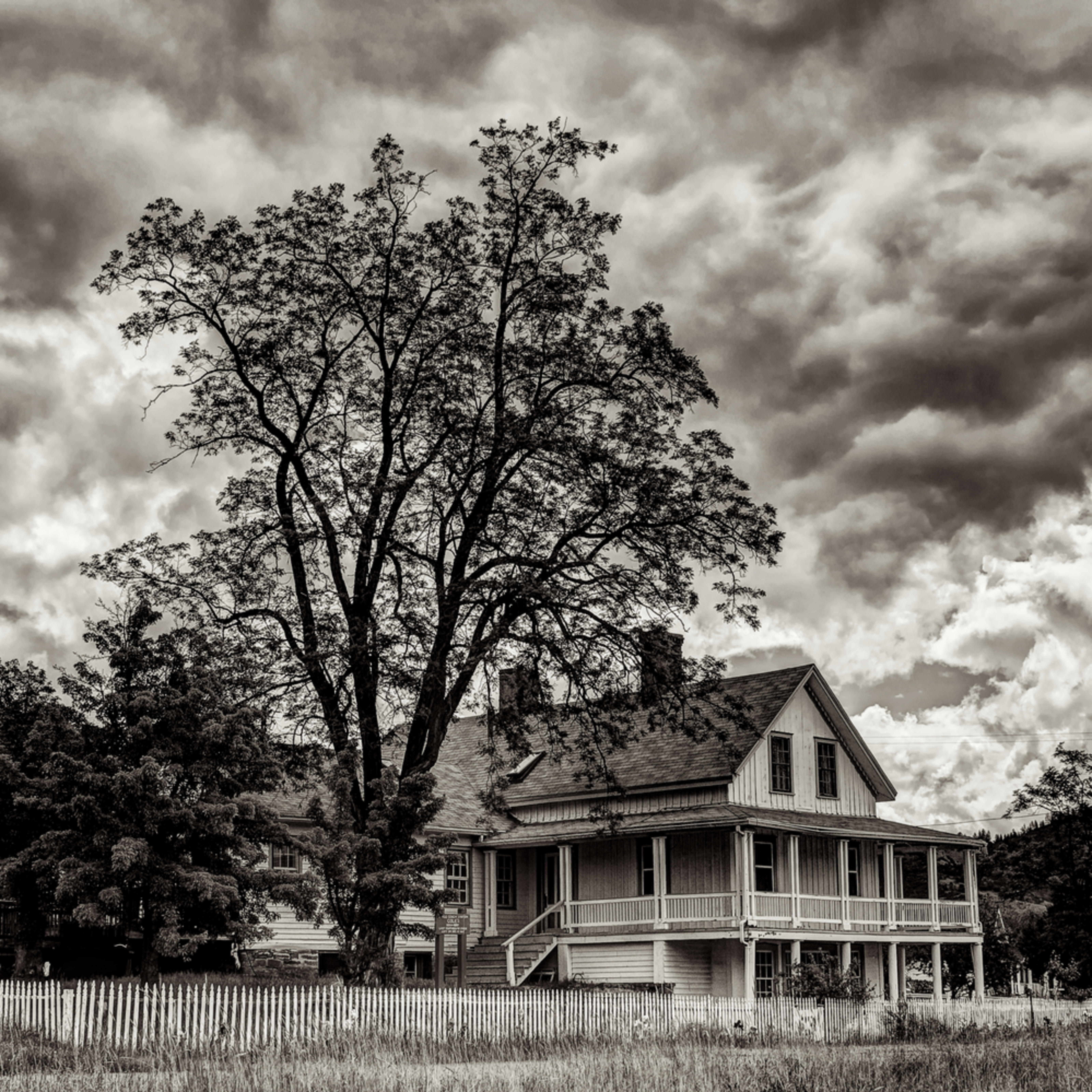 Northern california haunting house black and white q9tkle