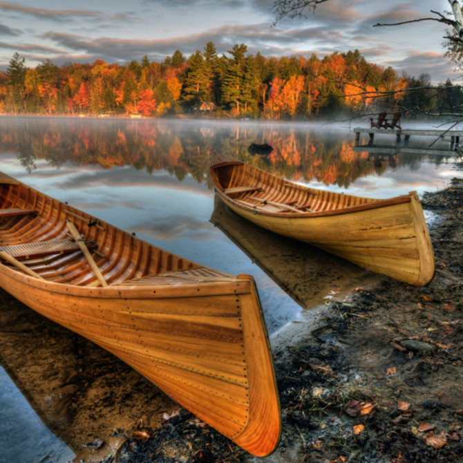 Autumn guideboats on lake flower p0jq6n