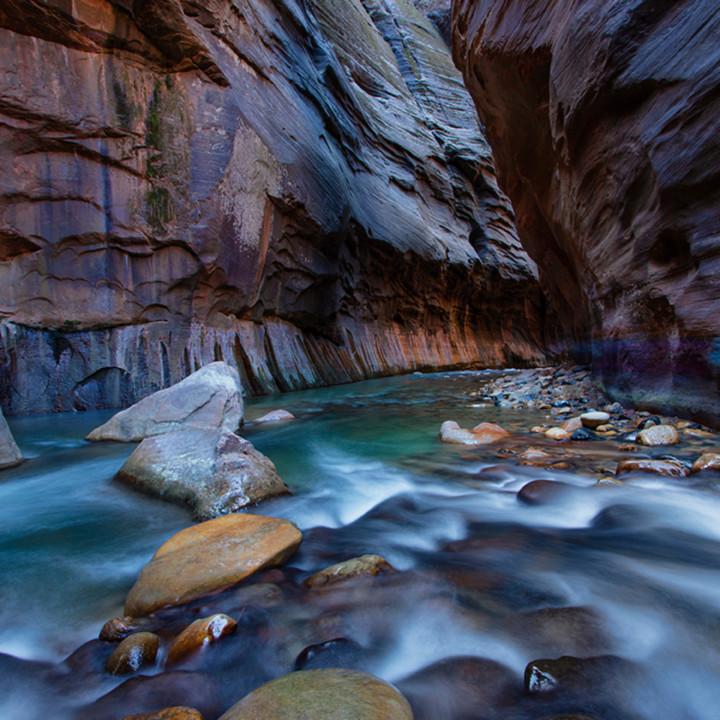Narrows flow lit wall 2926 koral martin j0no2a