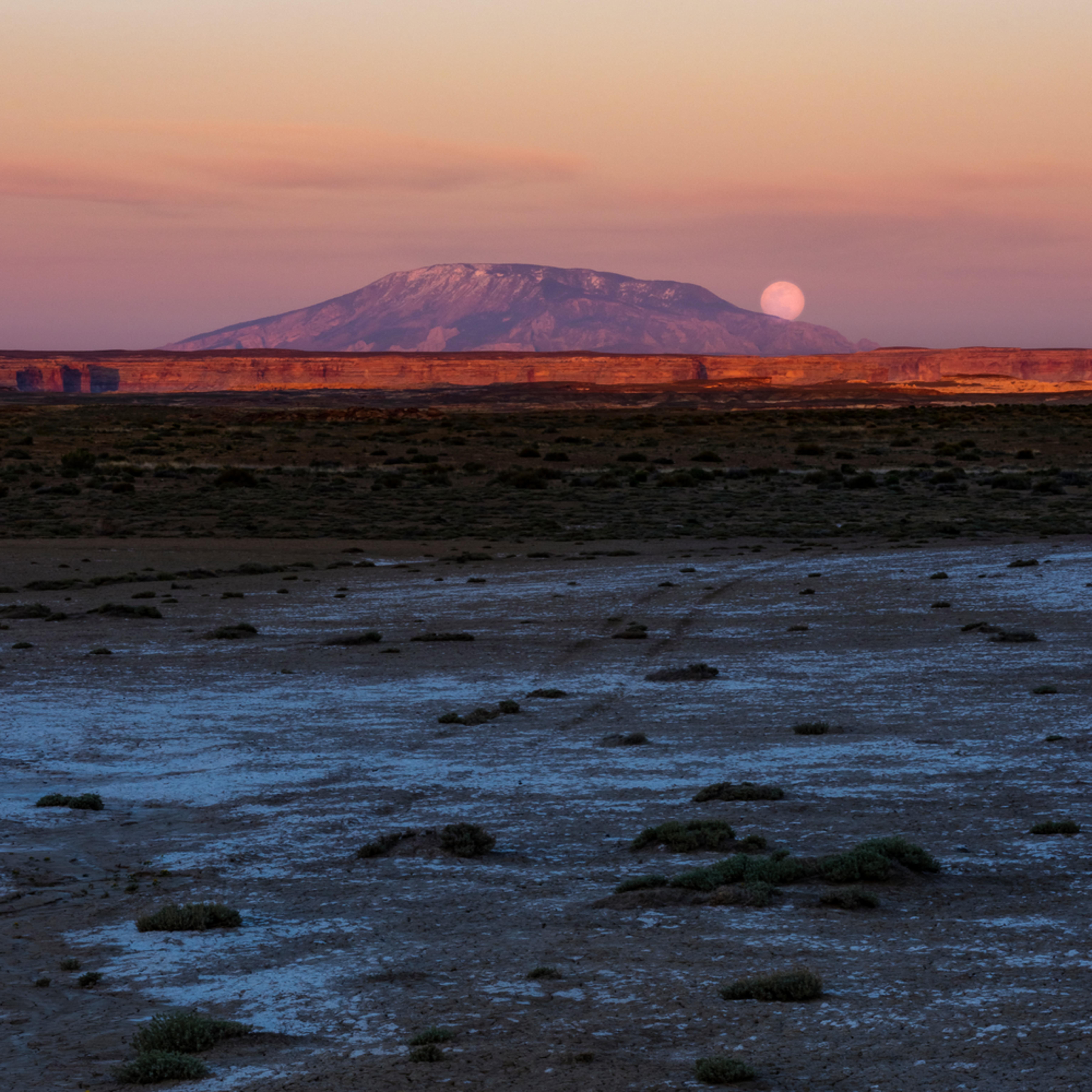 Moonrise over navajo mountain hpqjfv
