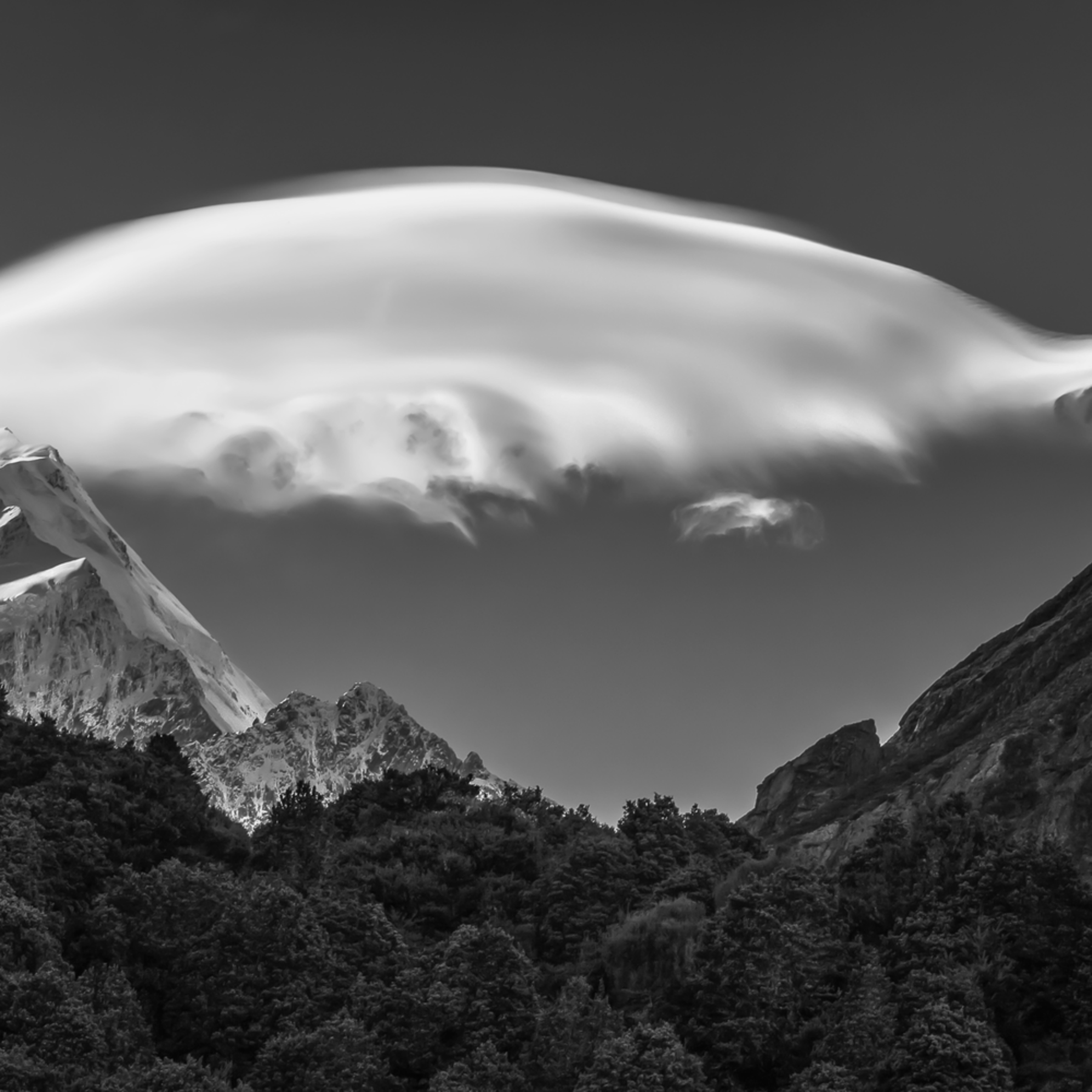 Mt. cook lenticular cloud 24x36 haza7v