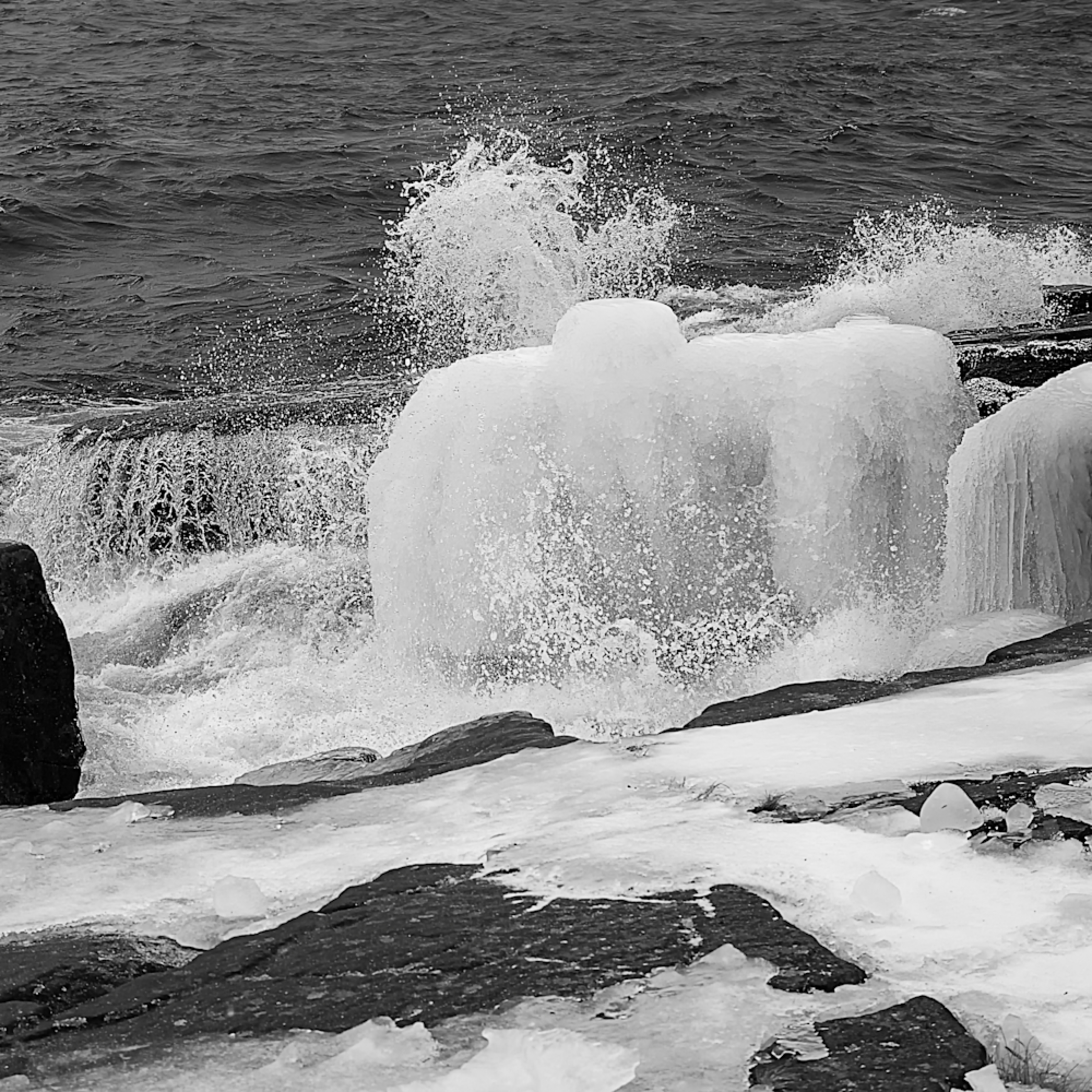 Lake superior cold shower rs1q6o