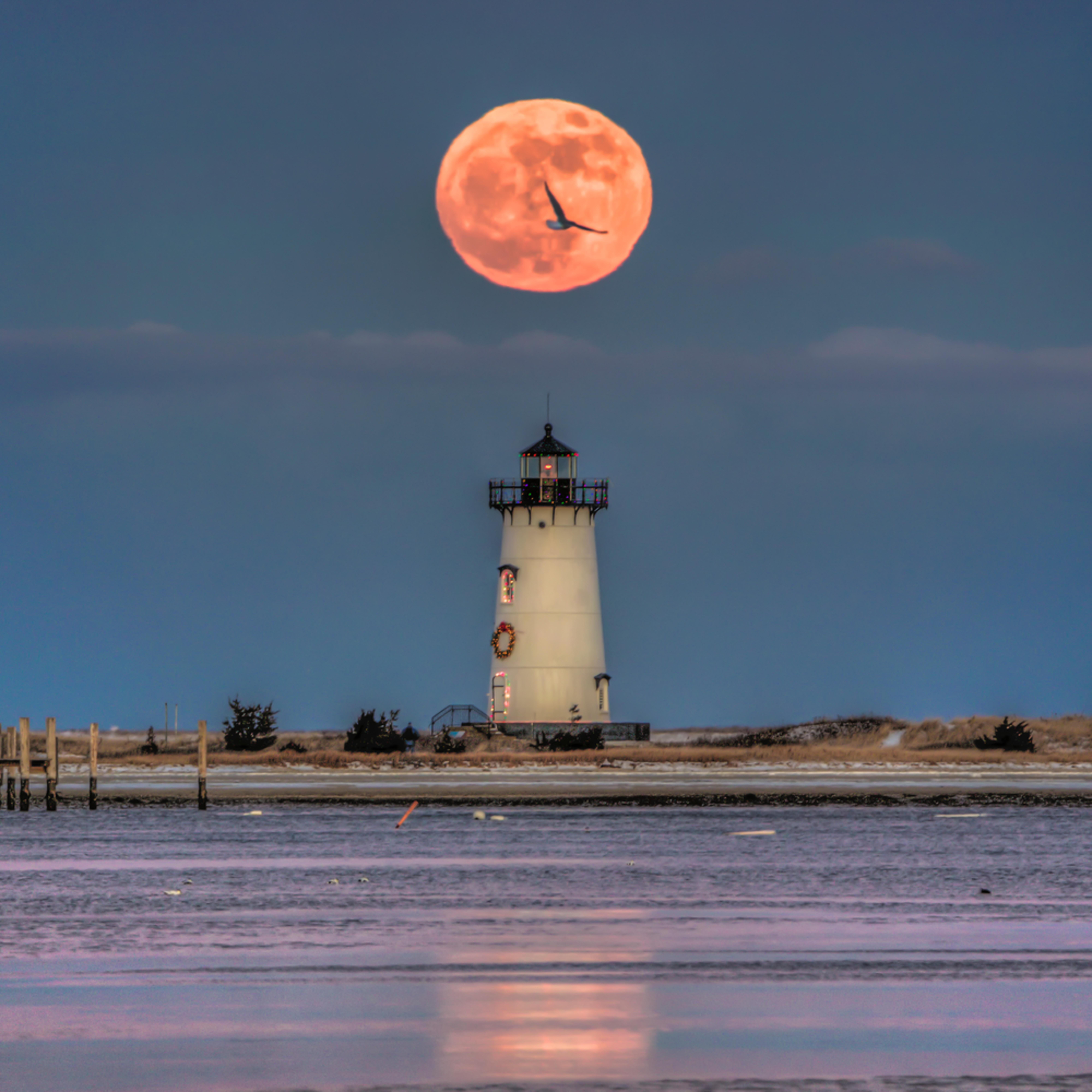 Edgartown light christmas moon vledvt