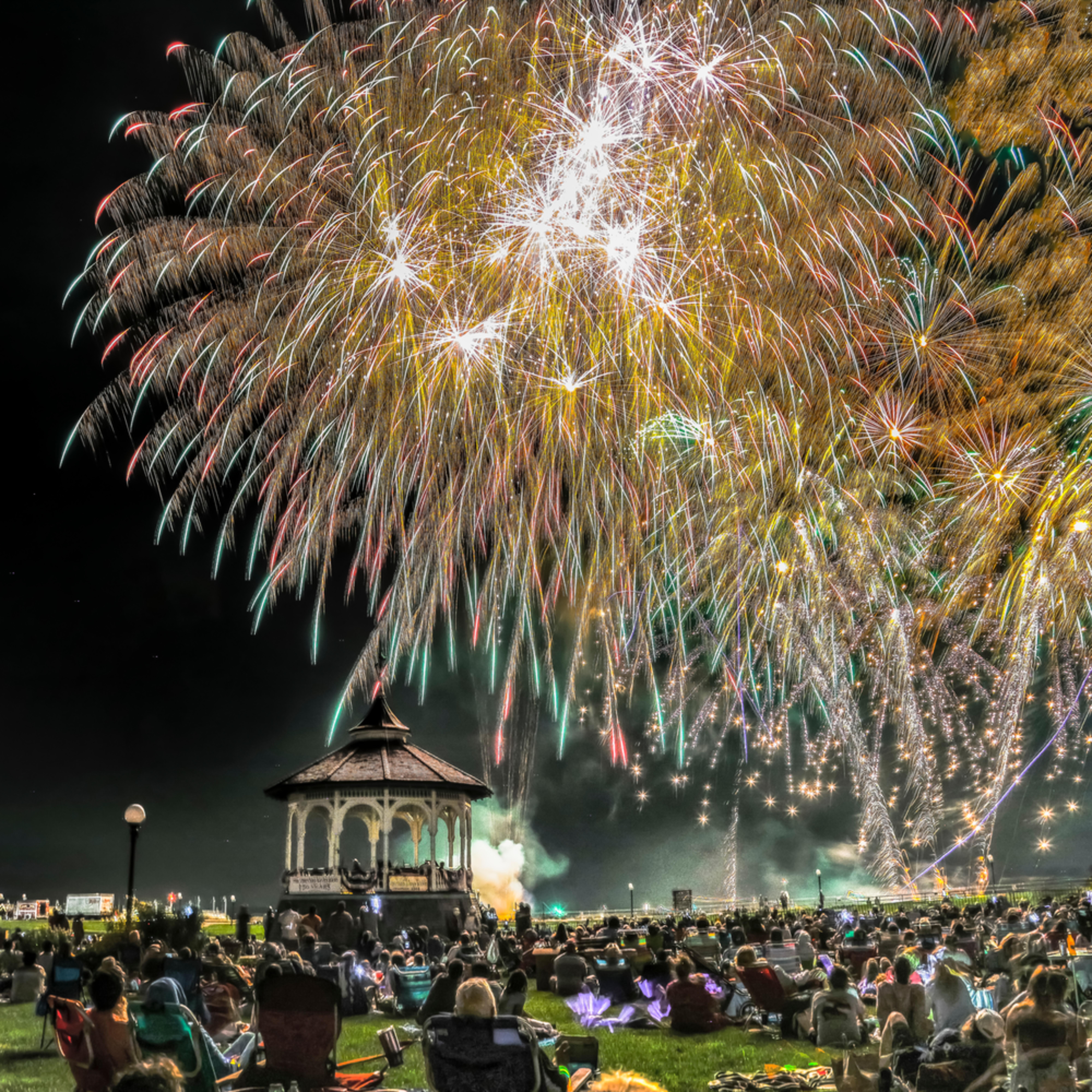 Oak bluffs fireworks 1 s6pwik