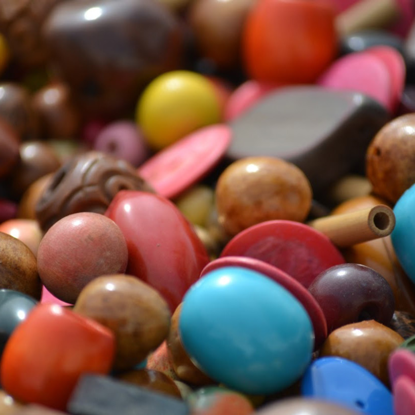 Colored beads s8y8is