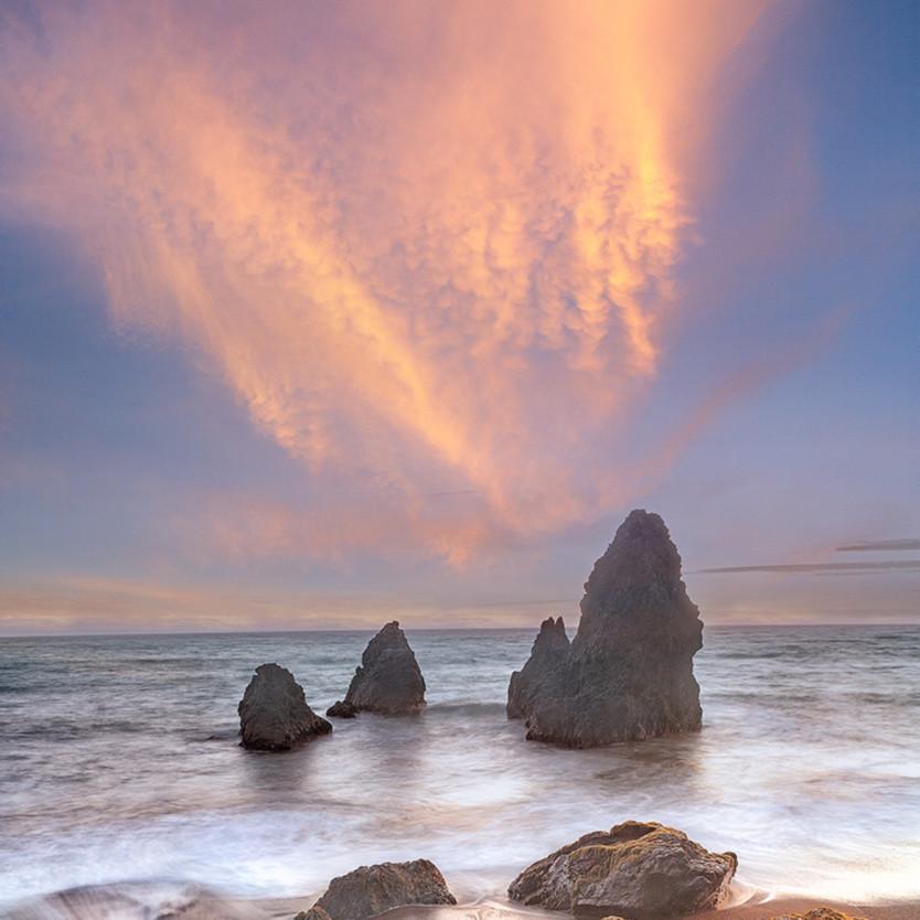 Sunset over sea stacks ymdbq7